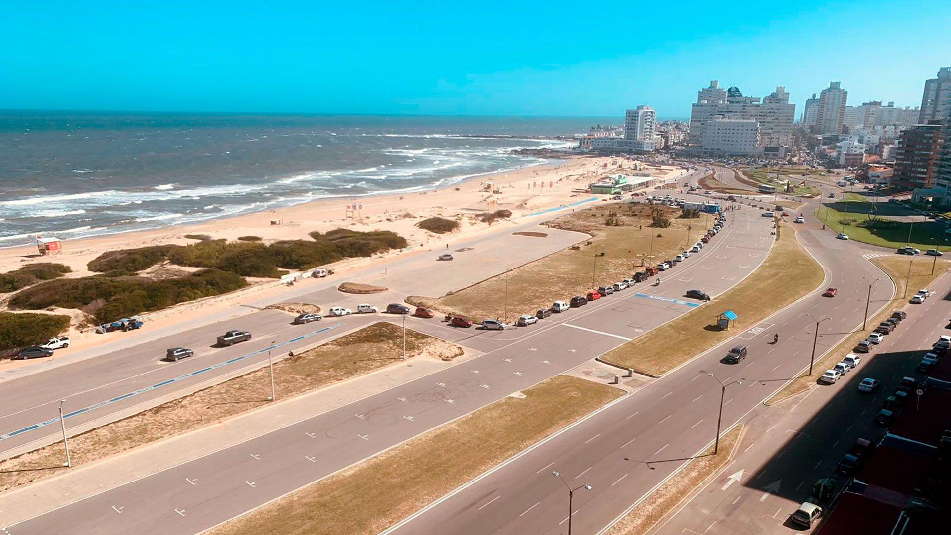 punta del este - verano 2021 - Unidad para hisopar x Covid 19 en playa Brava