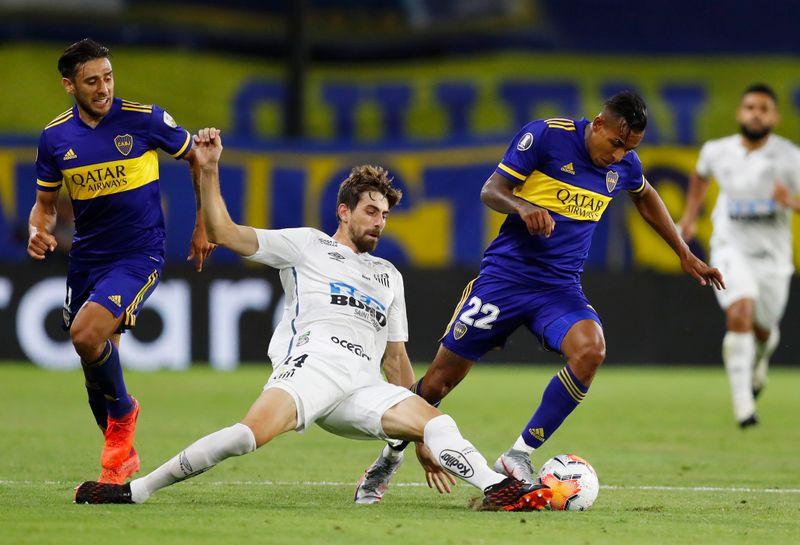 Boca y Santos no se sacaron ventaja en la ida que se jugó en la Bombonera (Reuters)