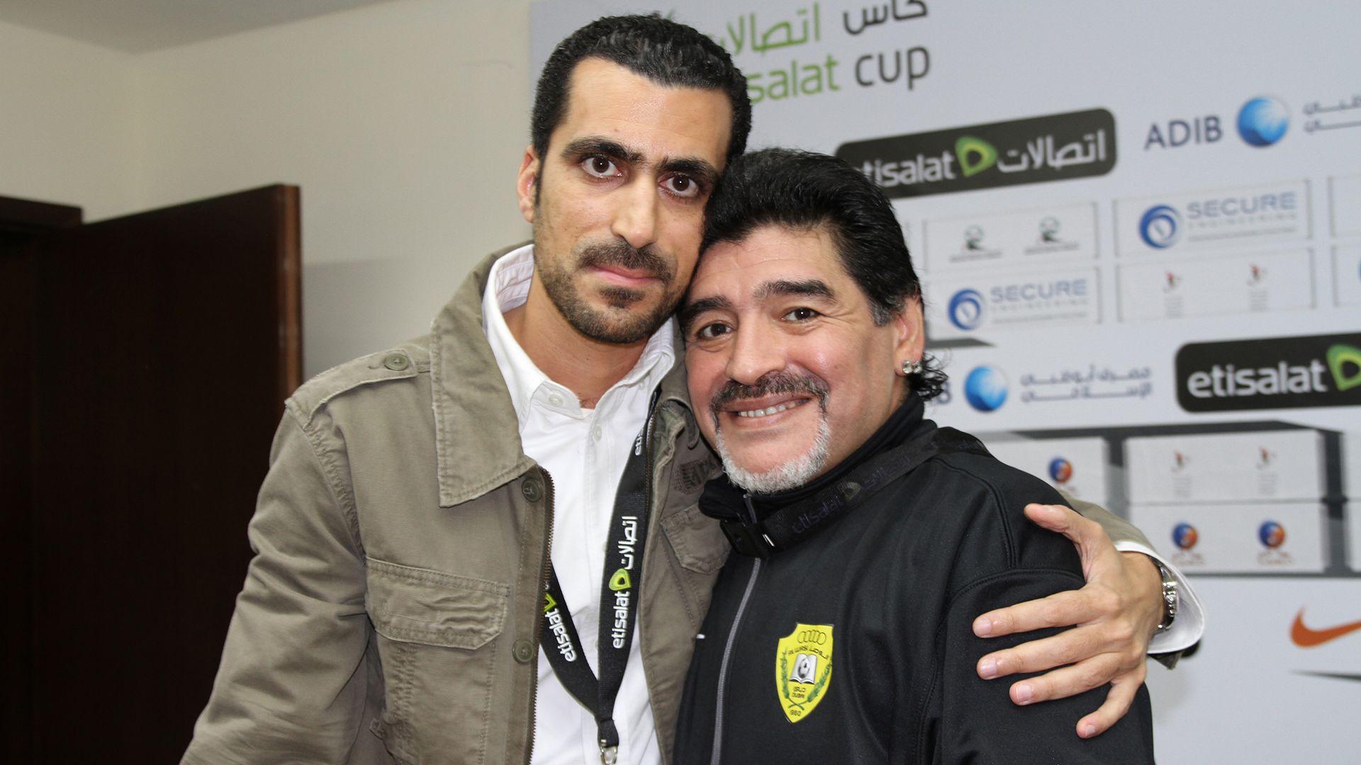 """Las historias del traductor de Maradona en Dubai: el día que se """"durmió"""" en  una conferencia, dardos a Pelé y el encuentro con un inglés que lo sufrió  en el 86 -"""