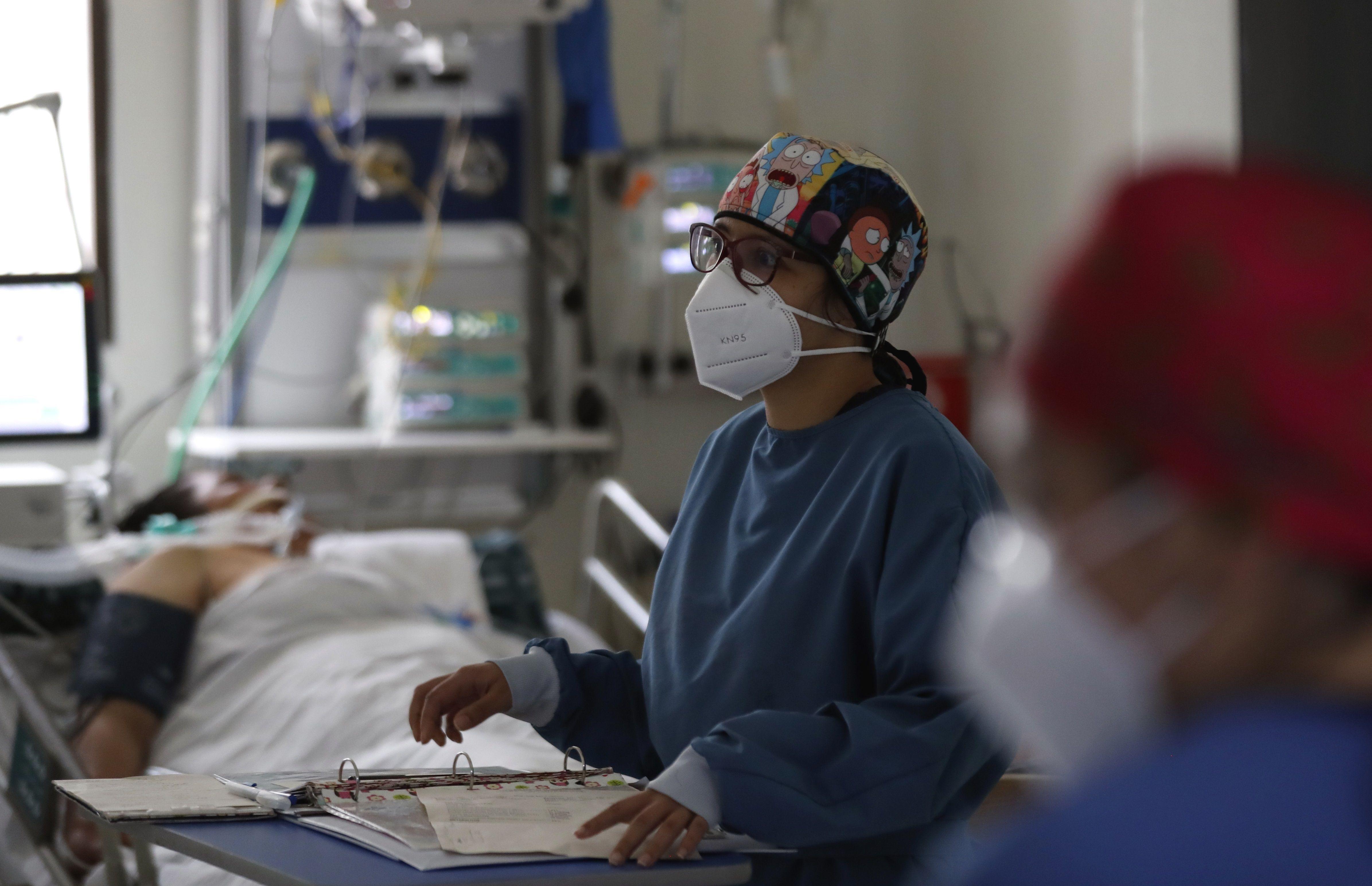 Colombia acumula 49.792 decesos por covid-19, en momentos en los que atraviesa la segunda ola de la emergencia sanitaria, según el Ministerio de Salud colombiano. EFE/ Mauricio Dueñas/Archivo