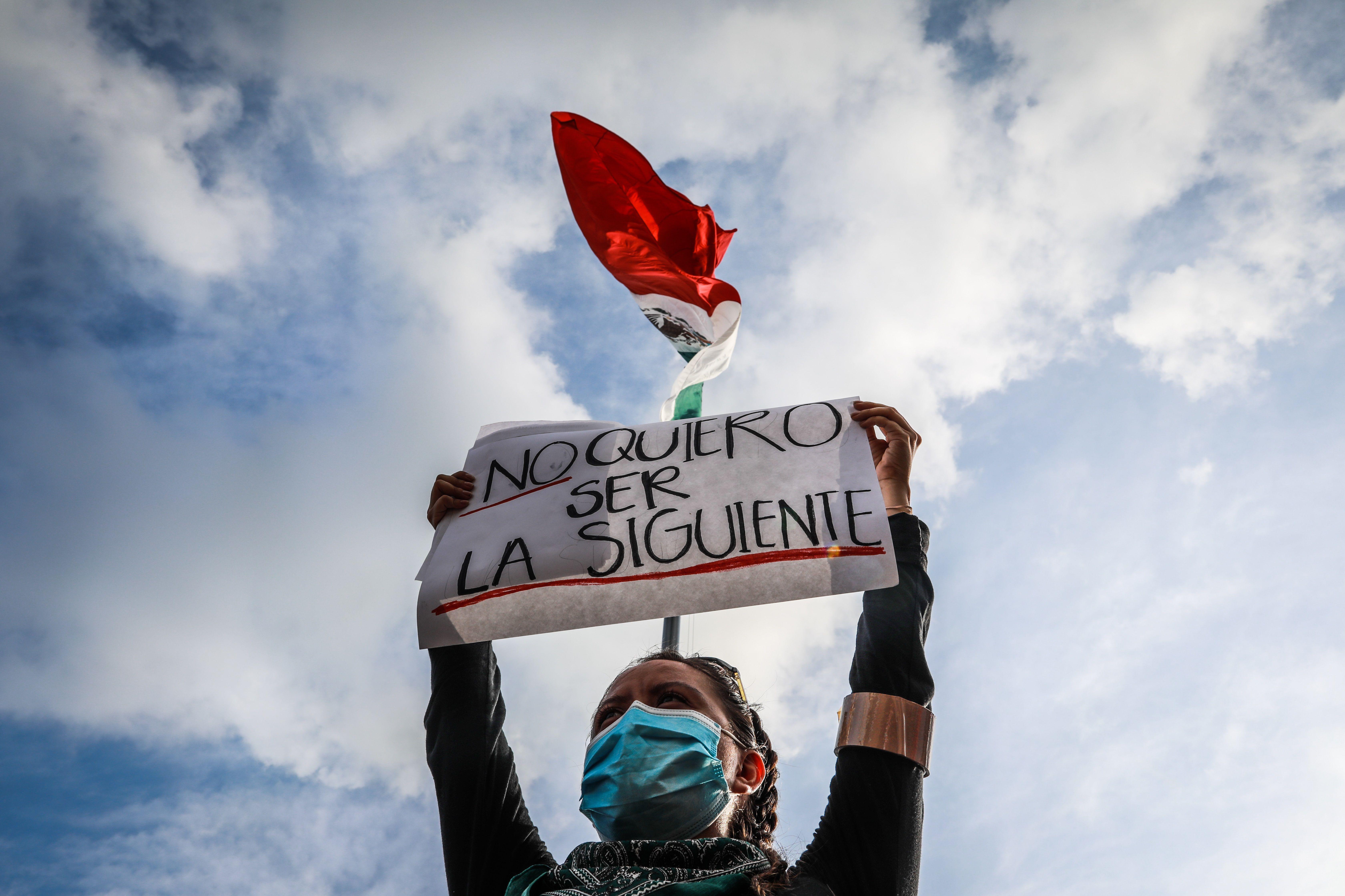 Feministas y ciudadanas en general se manifiestan en el puerto mexicano de Acapulco, en el estado de Guerrero (México). EFE/David Guzmán/Archivo