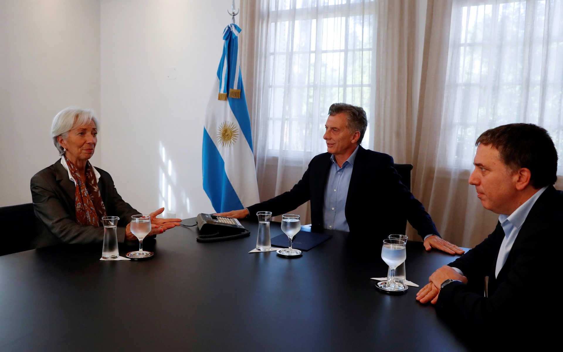 Mauricio Macri junto a la entonces directora del FMI Christine Lagarde y al exministro de Hacienda Nicolas Dujovne