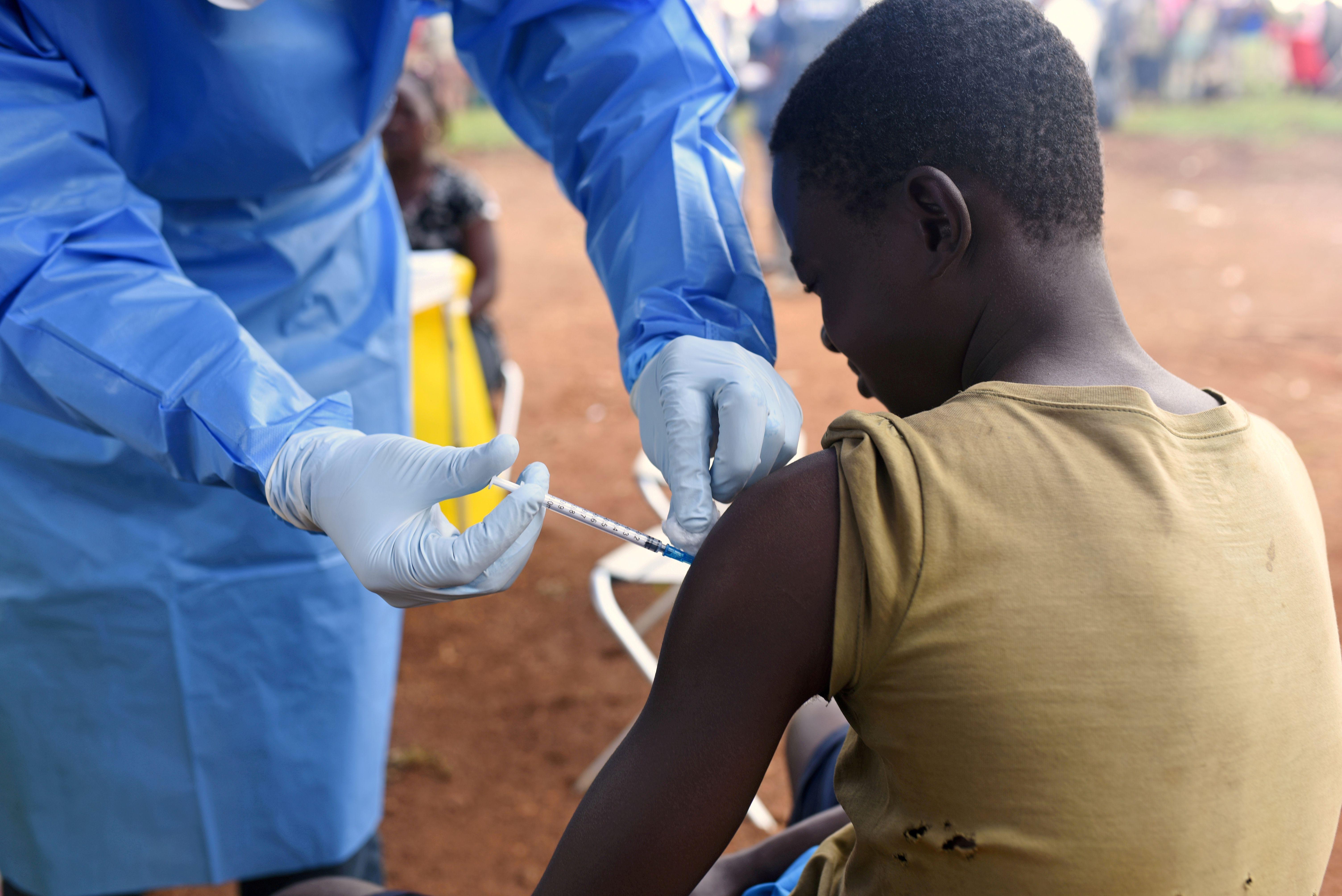 Todos los medicamentos y vacunas que puedan tratar la enfermedad deben estar listos para utilizarse rápidamente REUTERS/Olivia Acland//File Photo/File Photo