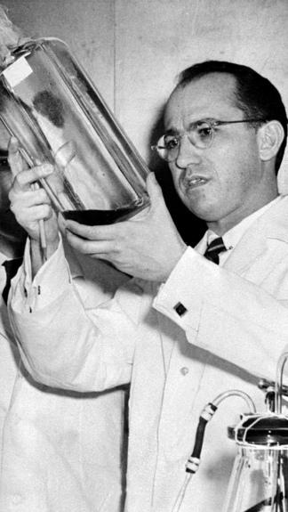 El 12 de abril de 1955 Jonas Salk descubrió la vacuna antipoliomielítica. (AFP)