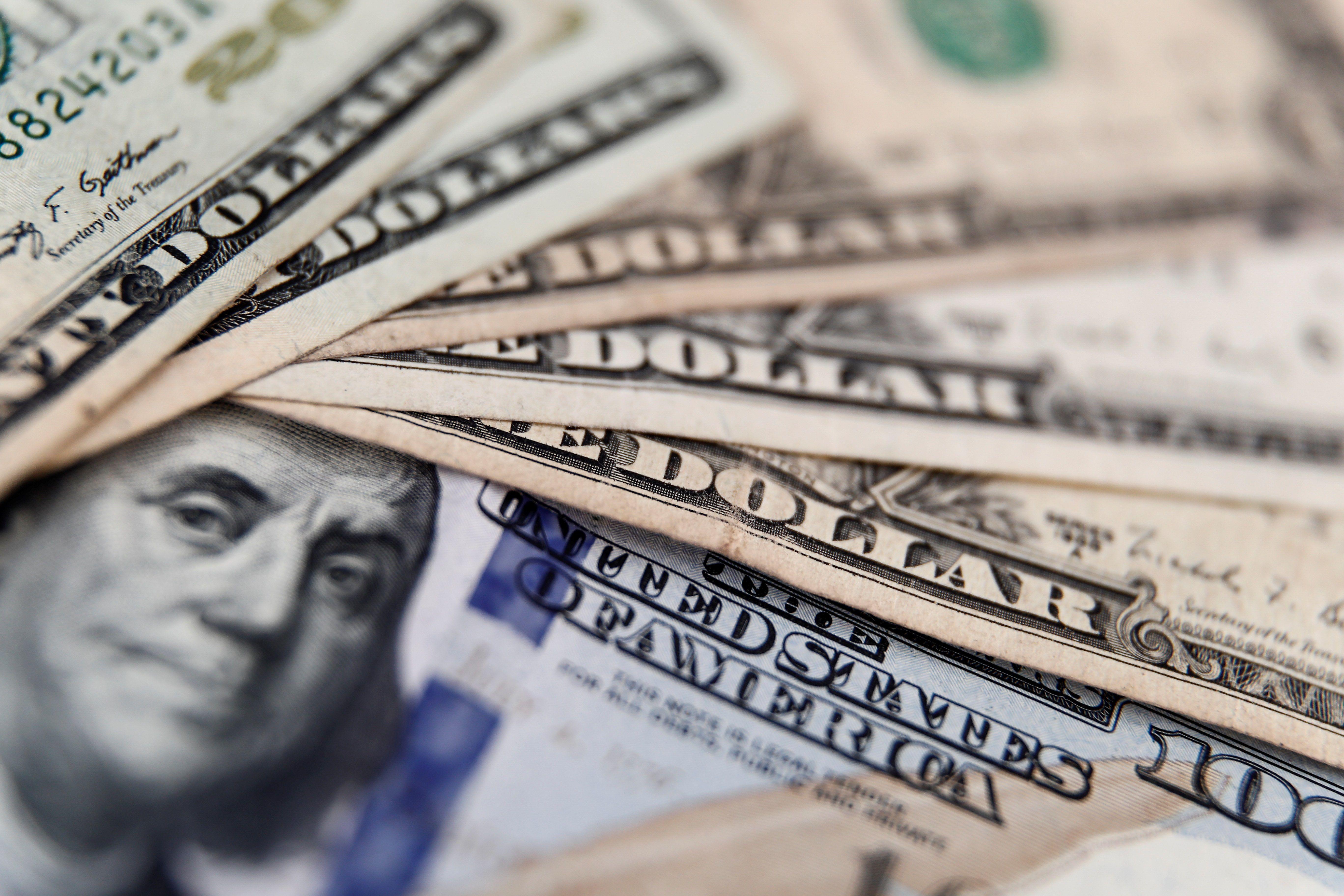 Se agregaría un fuerte aumento de la demanda de dólares por parte de los entes monetarios de los países que crecen, esterilizando así, genuinamente, el sobrante actual (EFE)