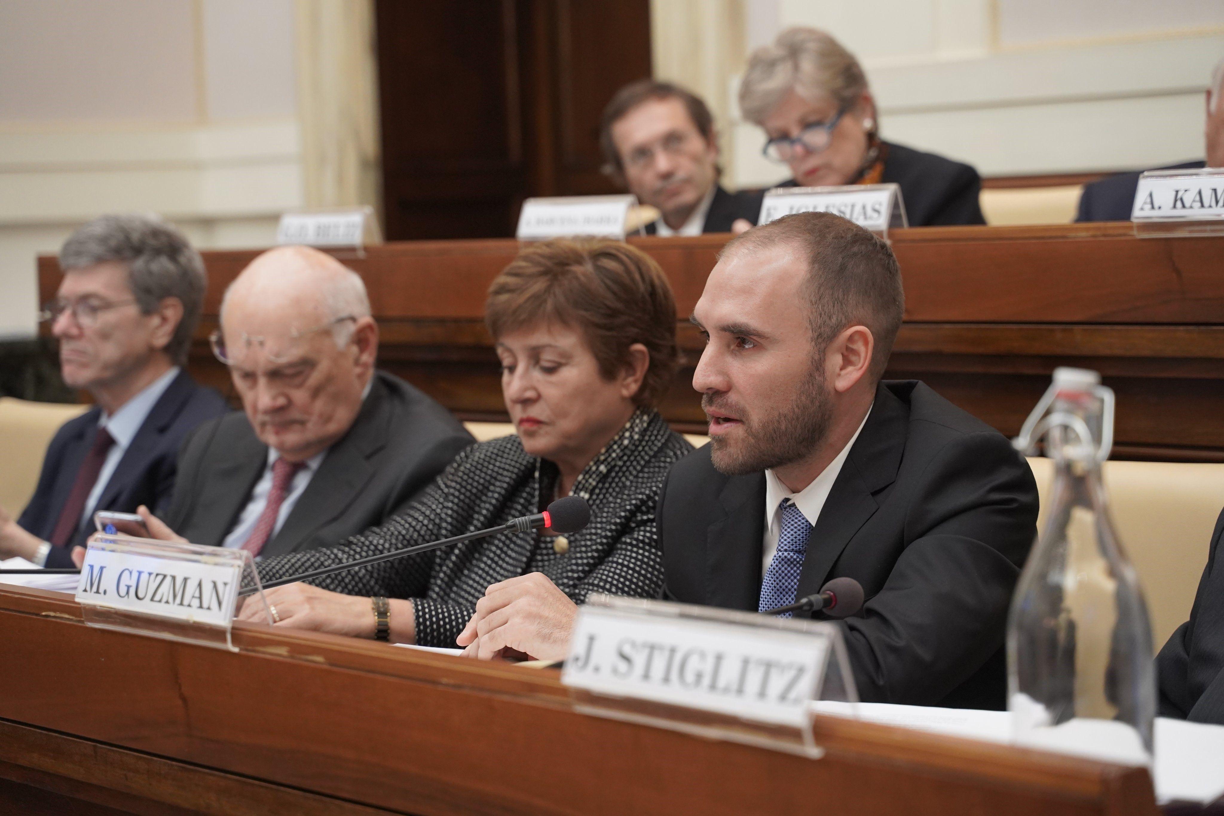 Kristalina Georgieva, Martín Guzmán y Gustavo Beliz (en la segunda línea), durante un seminario organizado por Francisco en el Vaticano
