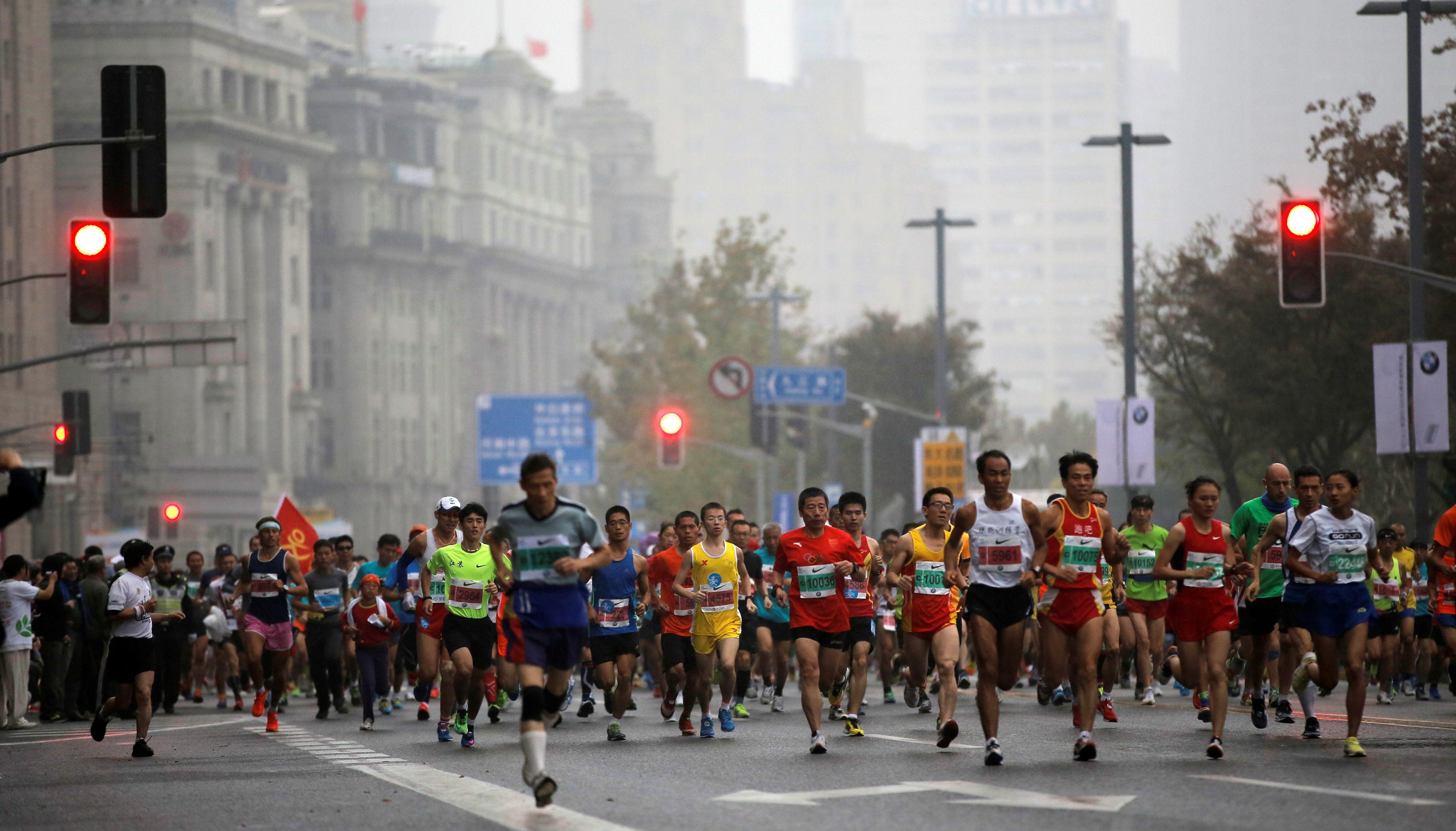 Los entrenadores ayudan a preparar maratones, medias o carreras de 10, 15 km para llegar a la meta en perfectas condiciones (Reuters)