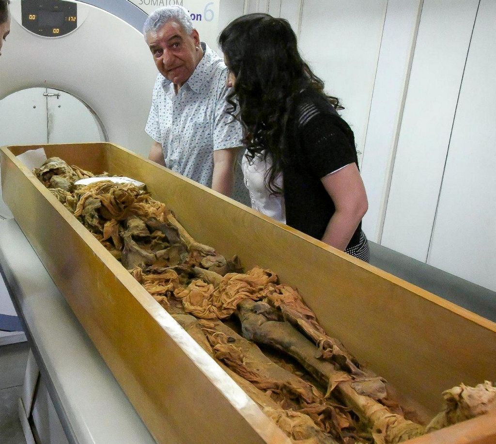 Su carrera comenzó como experto del periodo grecorromano, pero pronto le atrajo la egiptología The Egyptian Ministry of Antiquities/Handout via REUTERS