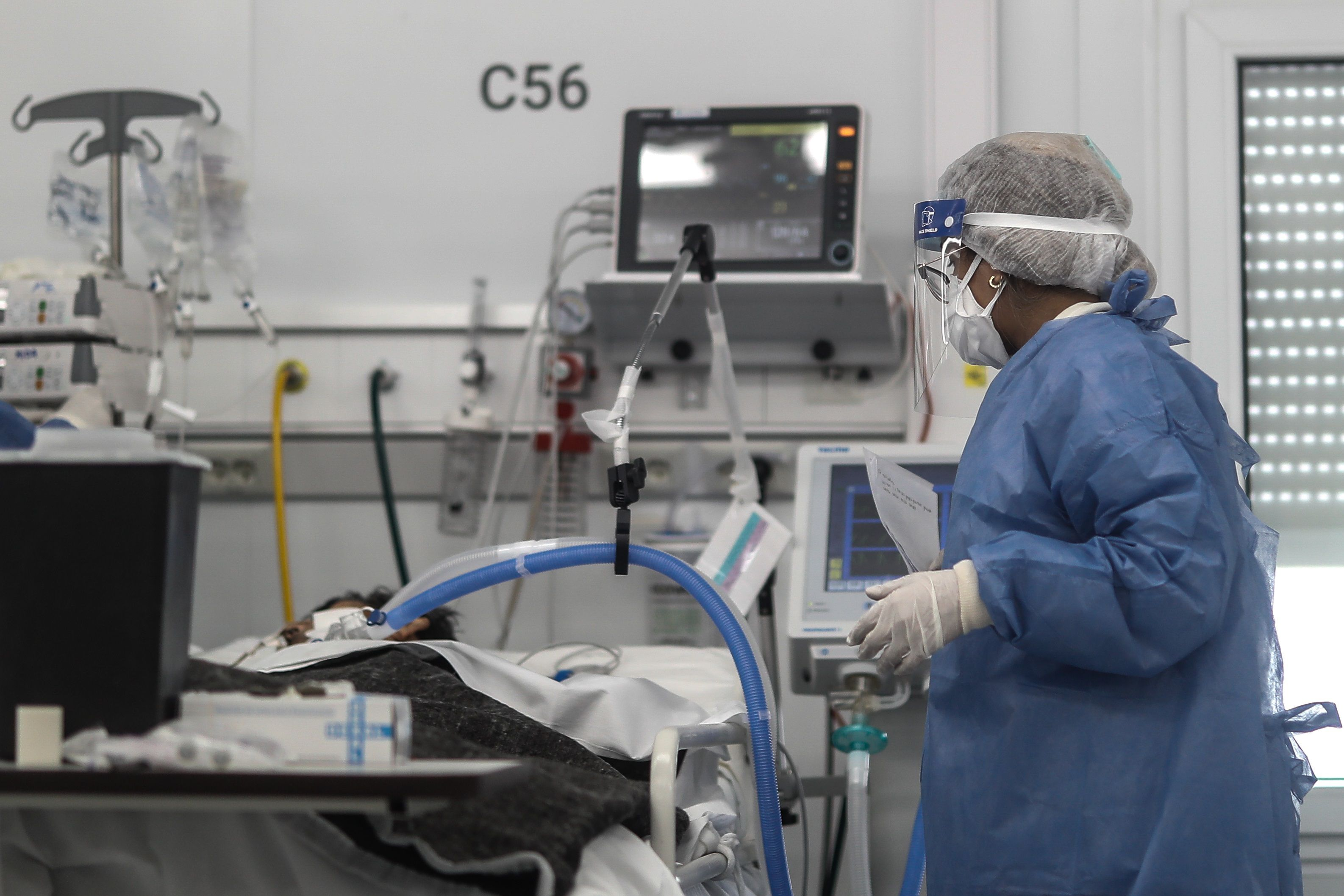 El nivel de ocupación de camas de cuidados intensivos en Santa Fe creció al 80% (EFE)
