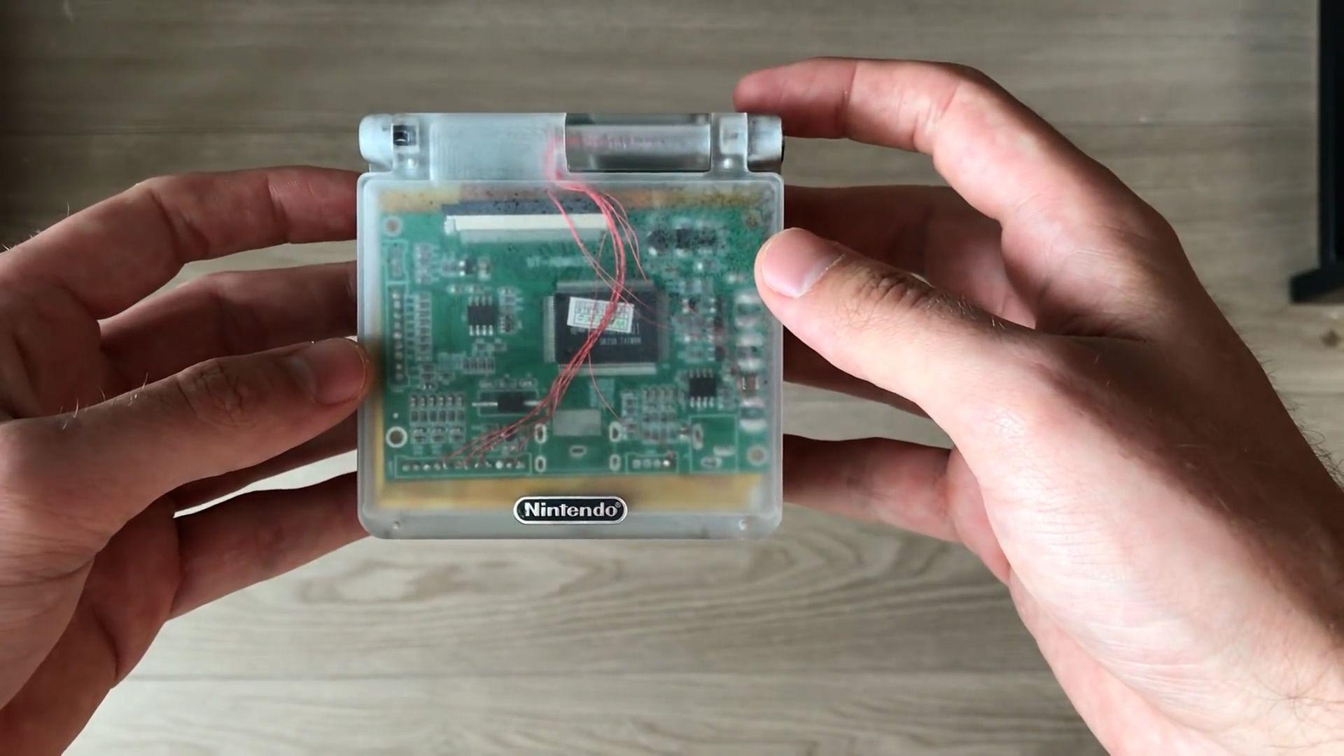 Así es la consola Wii que cabe en una mano