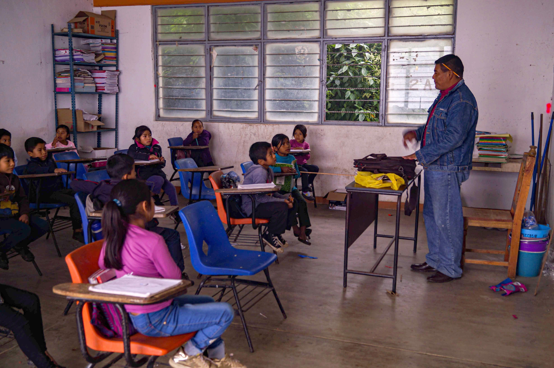 Las clases presenciales siguen en el sur de México pese al repunte de covid