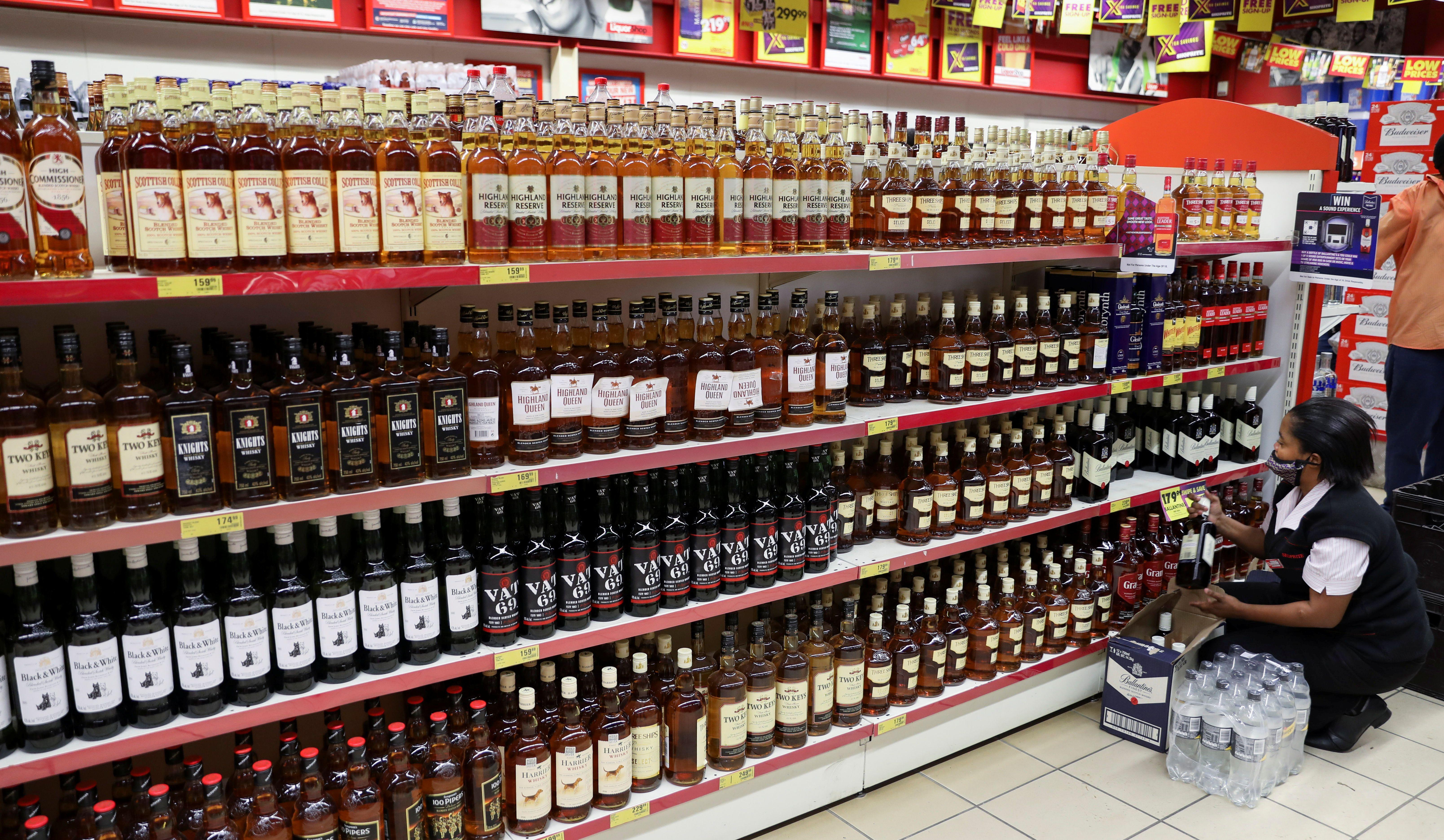 En 2020, investigadores del Instituto Nacional sobre el Abuso del Alcohol y el Alcoholismo (NIAAA) encontraron que desde 1999 hasta 2017, el consumo per cápita aumentó en un 8 por cientoREUTERS/Siphiwe Sibeko