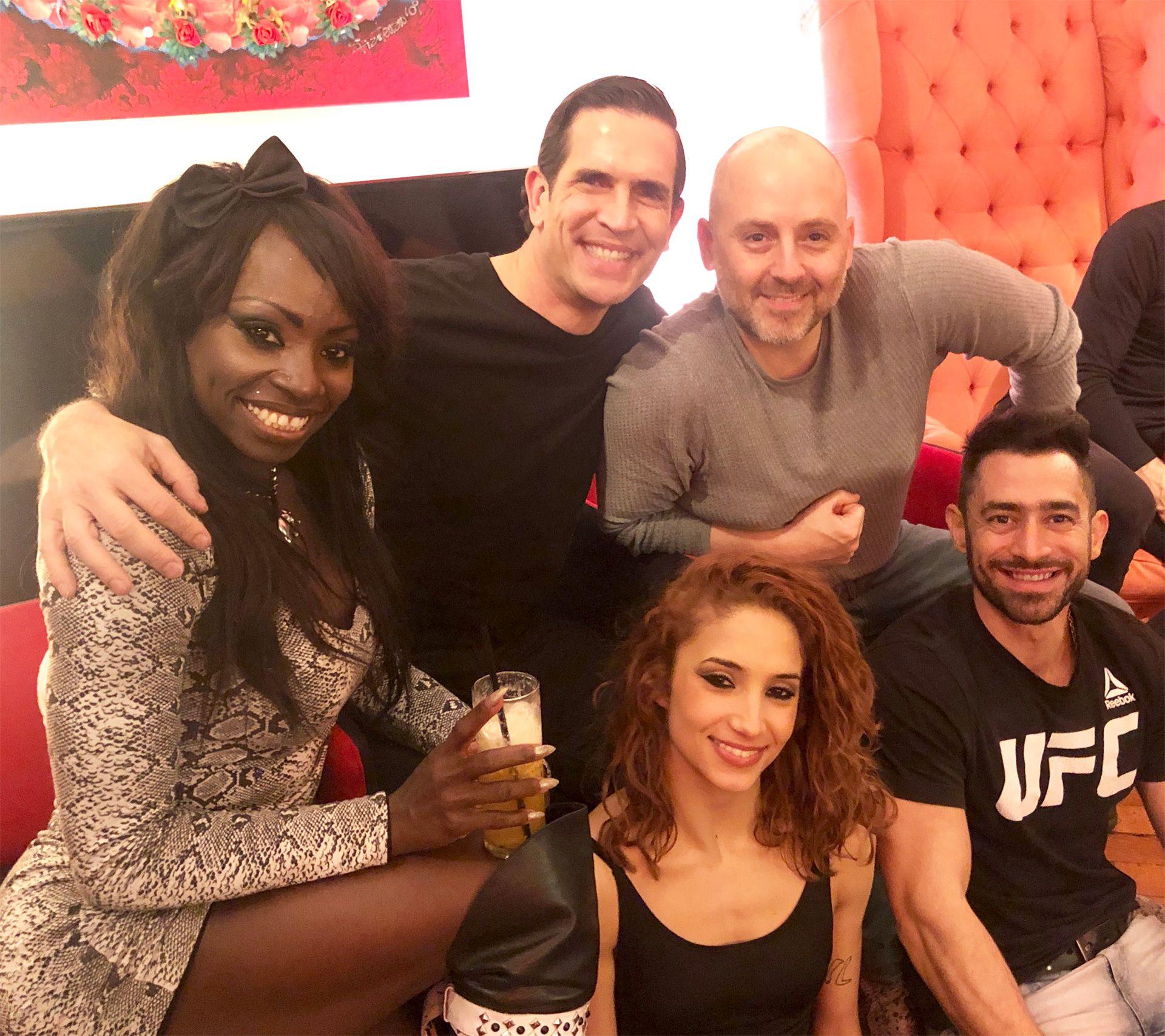 Rosmery González, Diego Ramos, José María Muscari, el Tucu López y Melody Luz, integrantes del espectáculo SEX