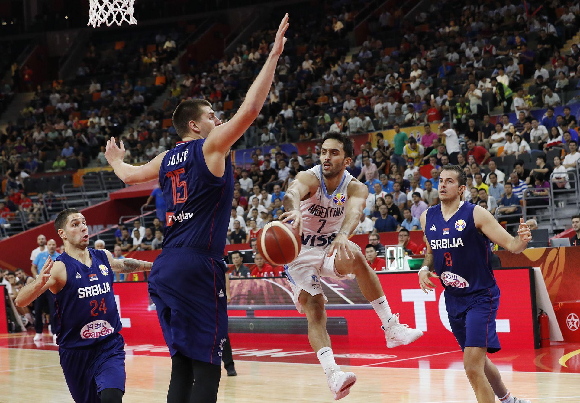 Jokic nunca falta a las citas mundialistas con la selección de Serbia. En el último Mundial quedó eliminado con Argentina en cuartos de final (Foto: REUTERS)
