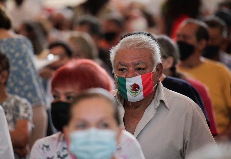 De acuerdo con el último informe de la Secretaría de Salud, la Ciudad de México reportó 646,570 casos confirmados y 42,315 muertes a causa de la enfermedad de COVID-19 (Foto: Reuters / Daniel Becerril)
