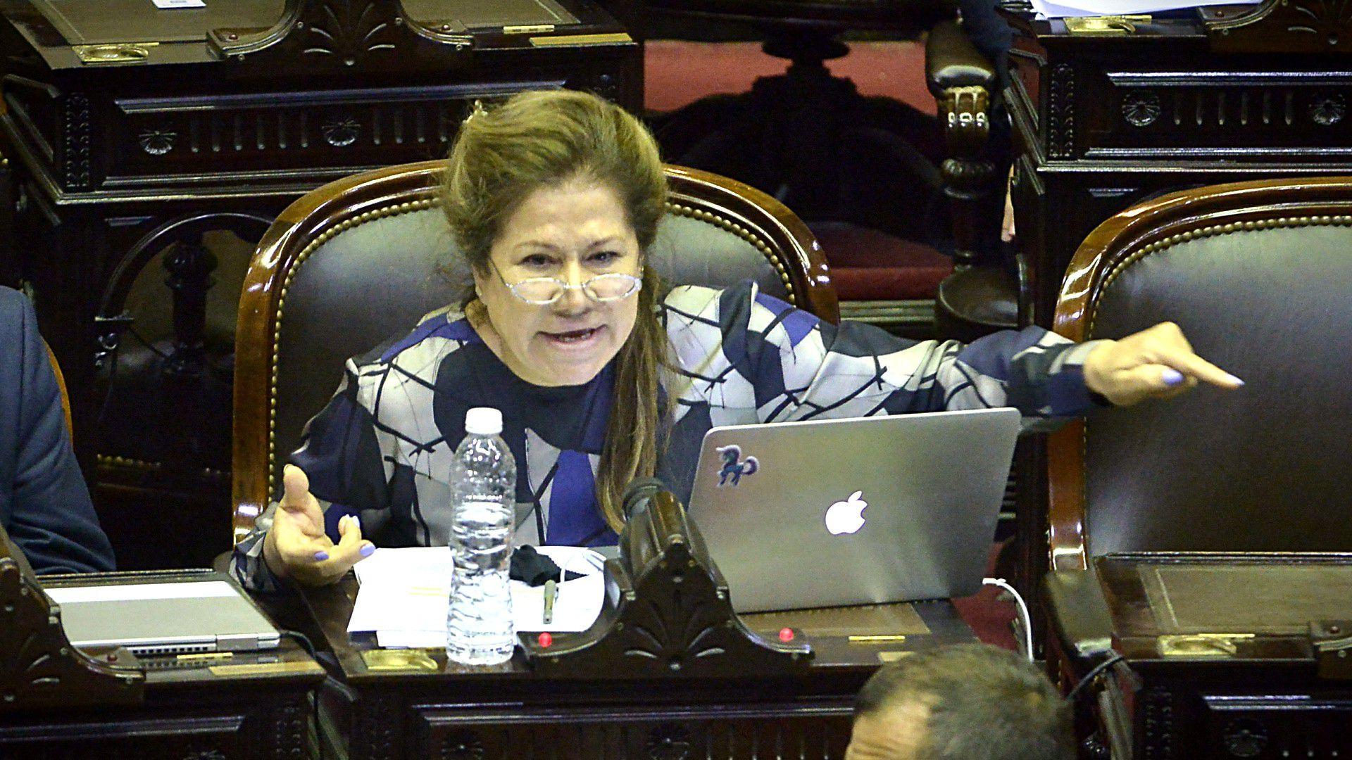 Graciela Camaño (Gustavo Gavotti)