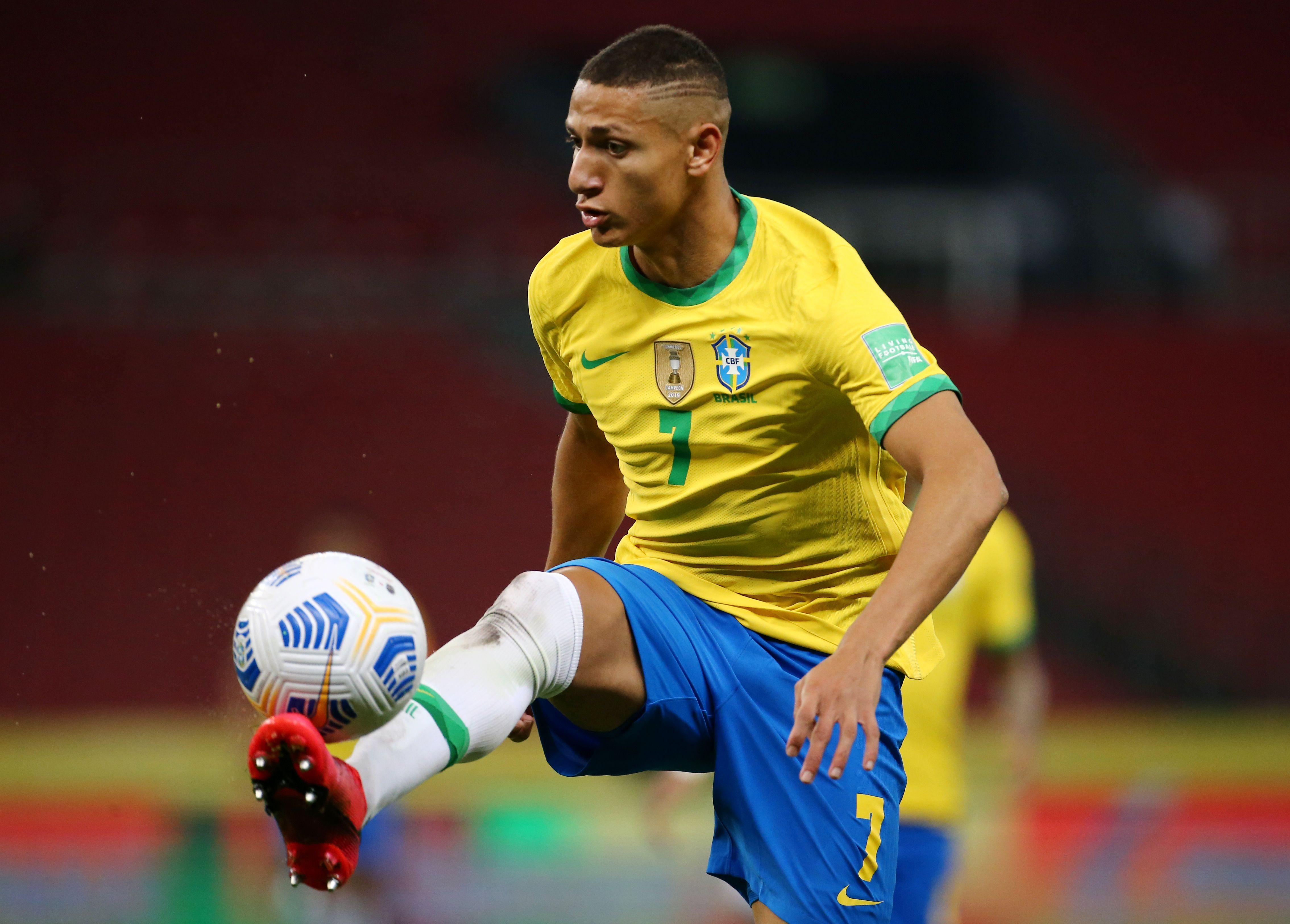 Richarlison fue el autor del primer gol de los locales (REUTERS/Diego Vara)