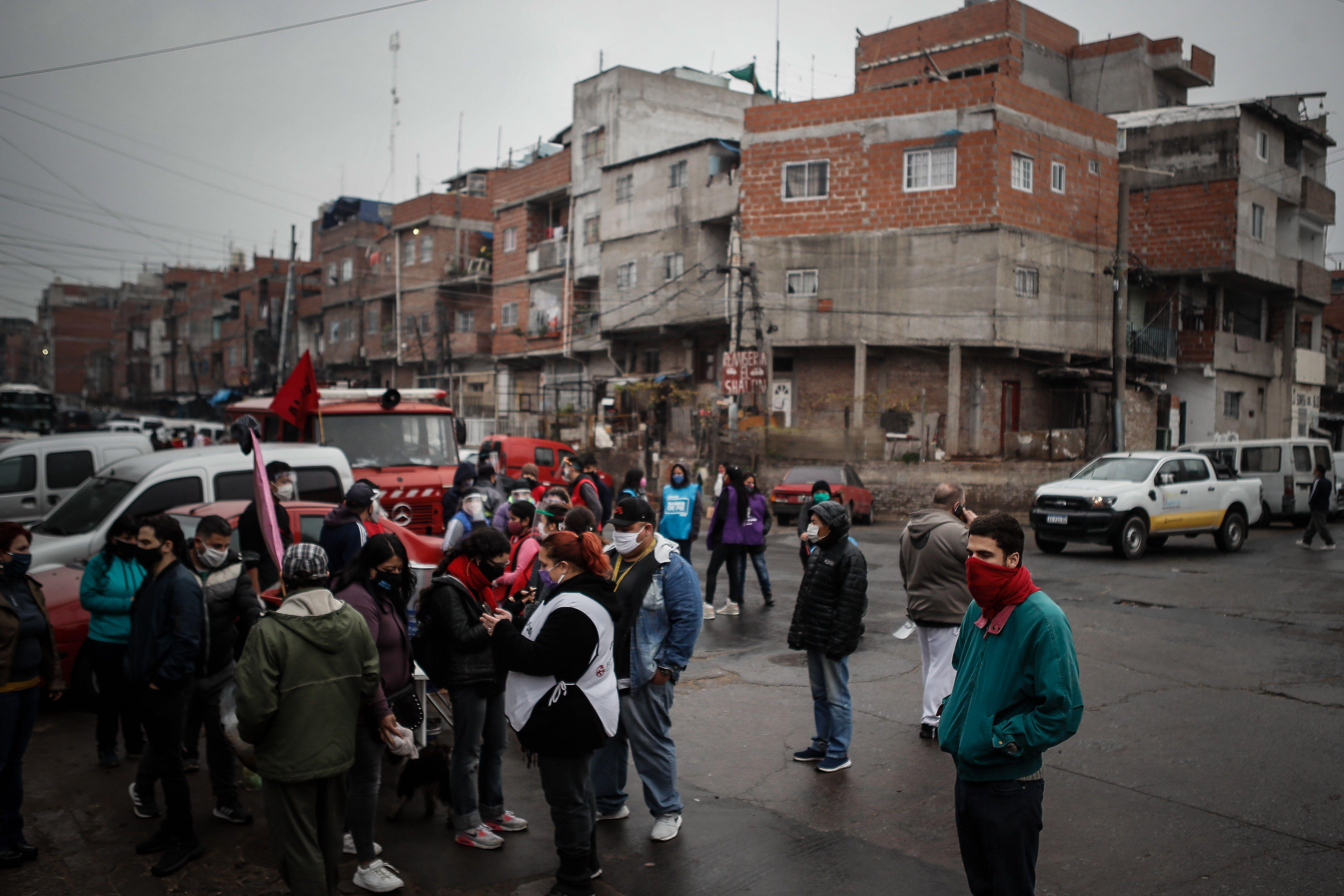 La Argentina es el único país del mundo que reformó su Constitución -1957- para garantizar al Pueblo vivienda digna. Promesa que nunca se cumplió y hoy tenemos millones de habitantes viviendo en barrios precarios ignominiosos (EFE)