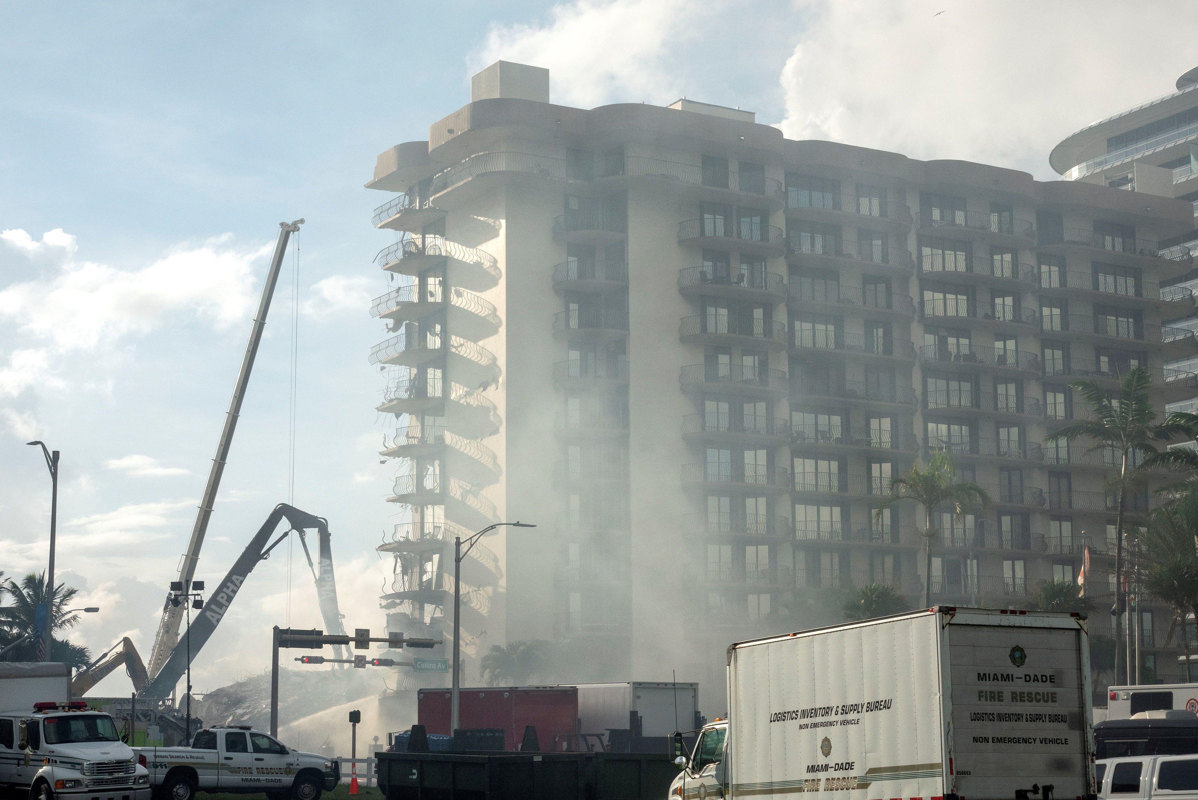 Un gran incendio dificulta las tareas de rescate en el edificio derrumbado  de Miami - Noticias de Bariloche
