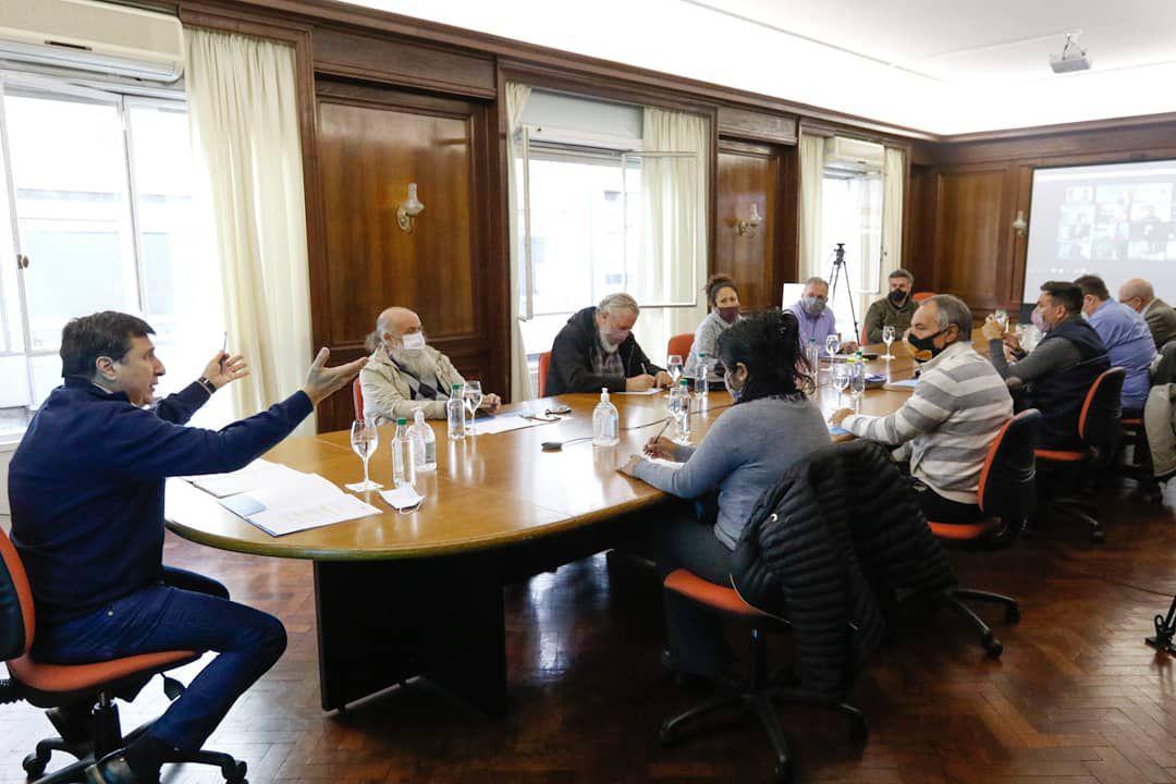 Guzmán y Kulfas se reunirán con movimientos sociales en el marco un foro sobre economía social