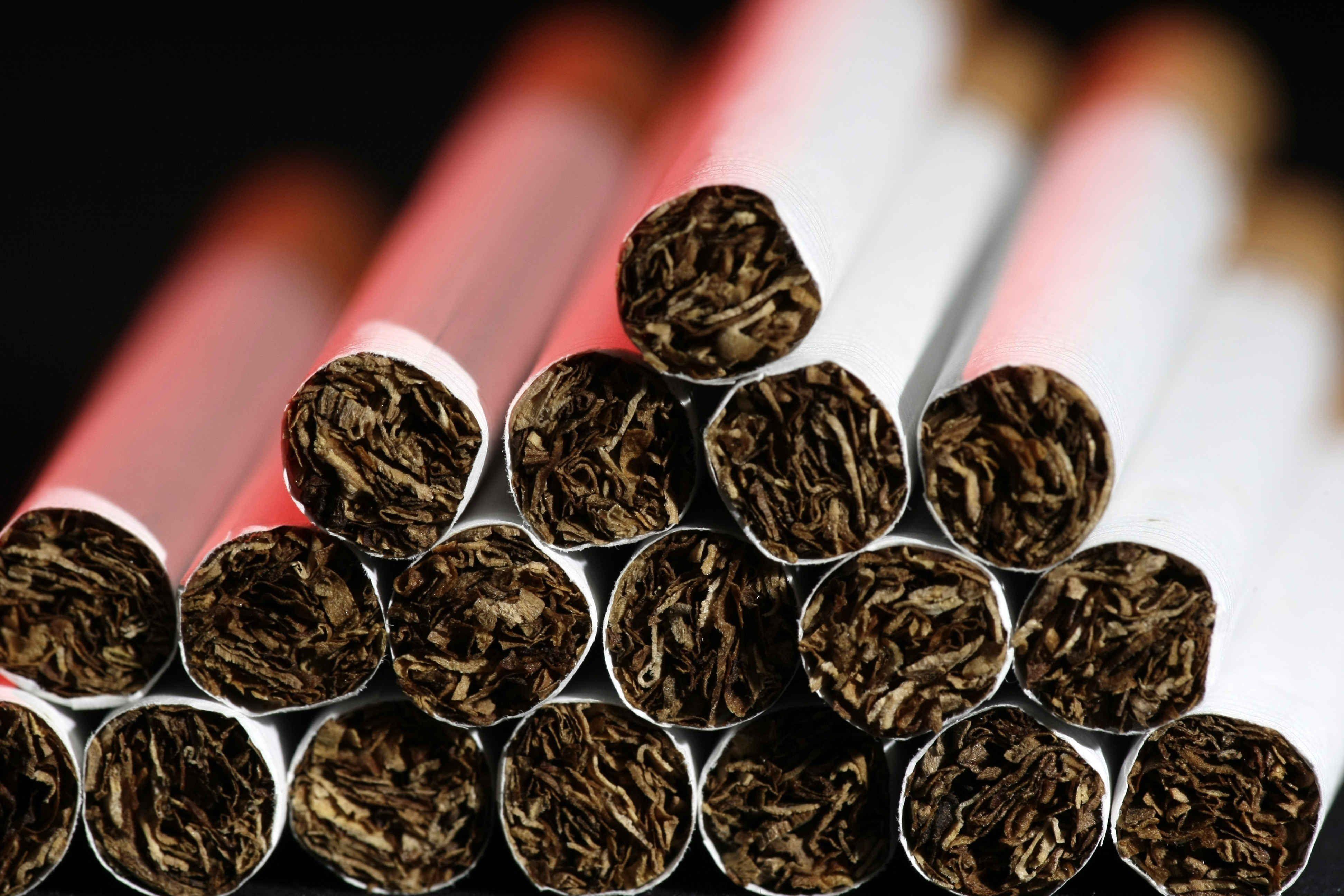 El estudio concluye que incrementar los impuestos de modo tal que suba un 50 % el precio de venta de los productos de tabaco limitaría el consumo y así se podrían evitar 300.000 muertes en Latinoamérica en el curso de diez años. EFE/Jeffrey Arguedas/Archivo