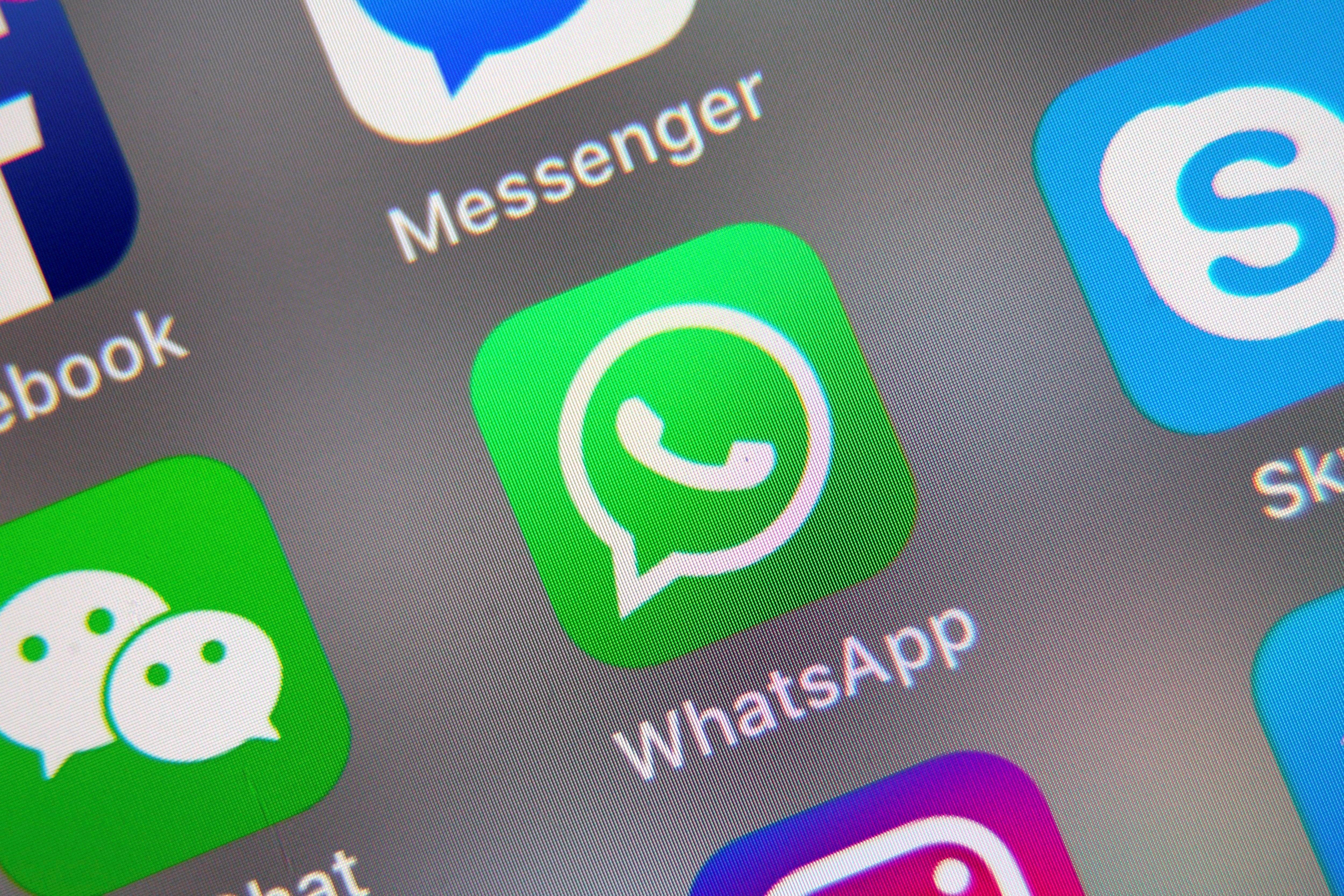 El proceso para ocultar las conversaciones es similar en iOS y Android. (Foto: EFE)