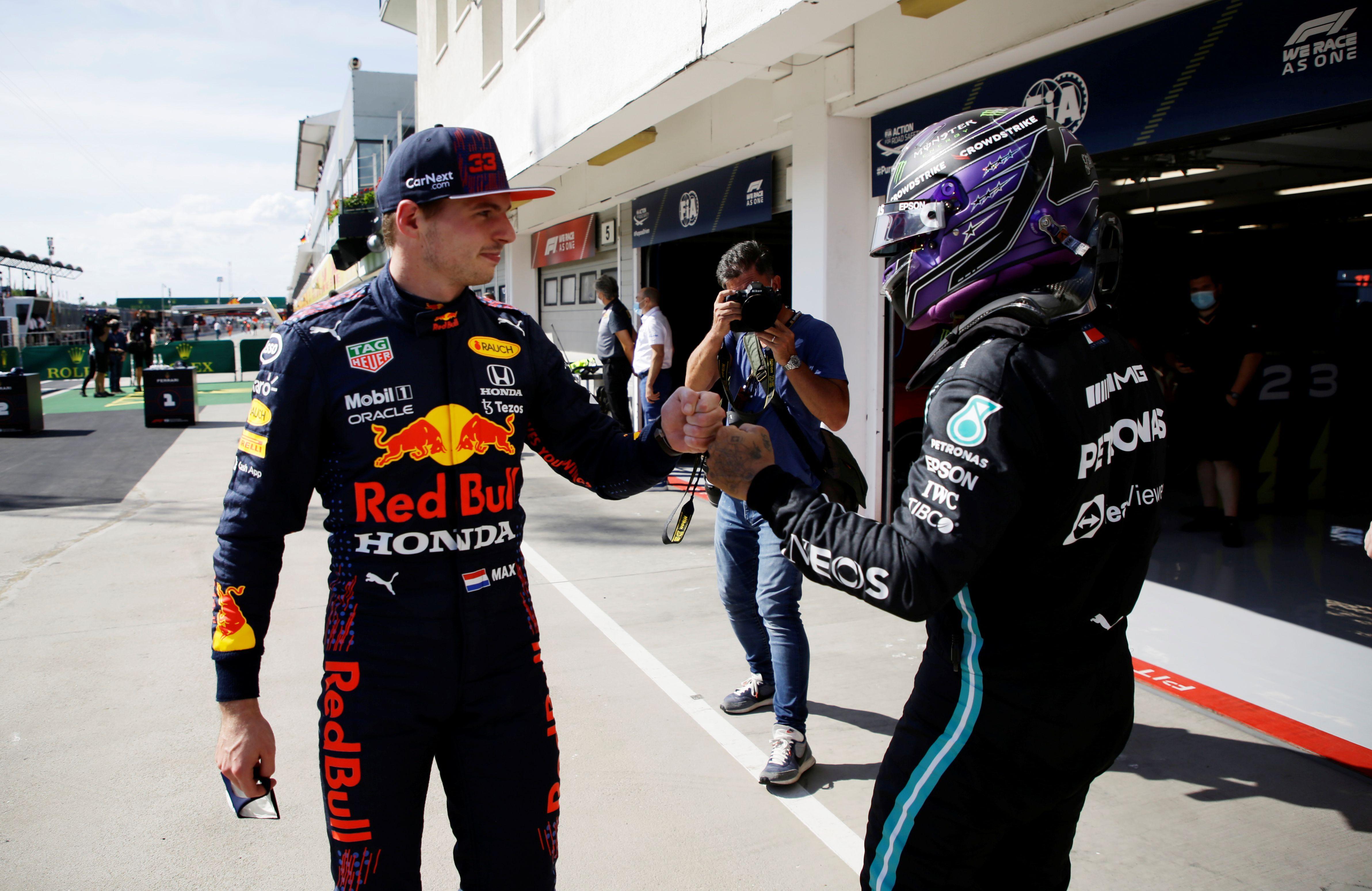 Lewis Hamilton y Max Verstappen tendrán un nuevo capítulo de su revalidad de este año en Hungría (Foto: REUTERS)