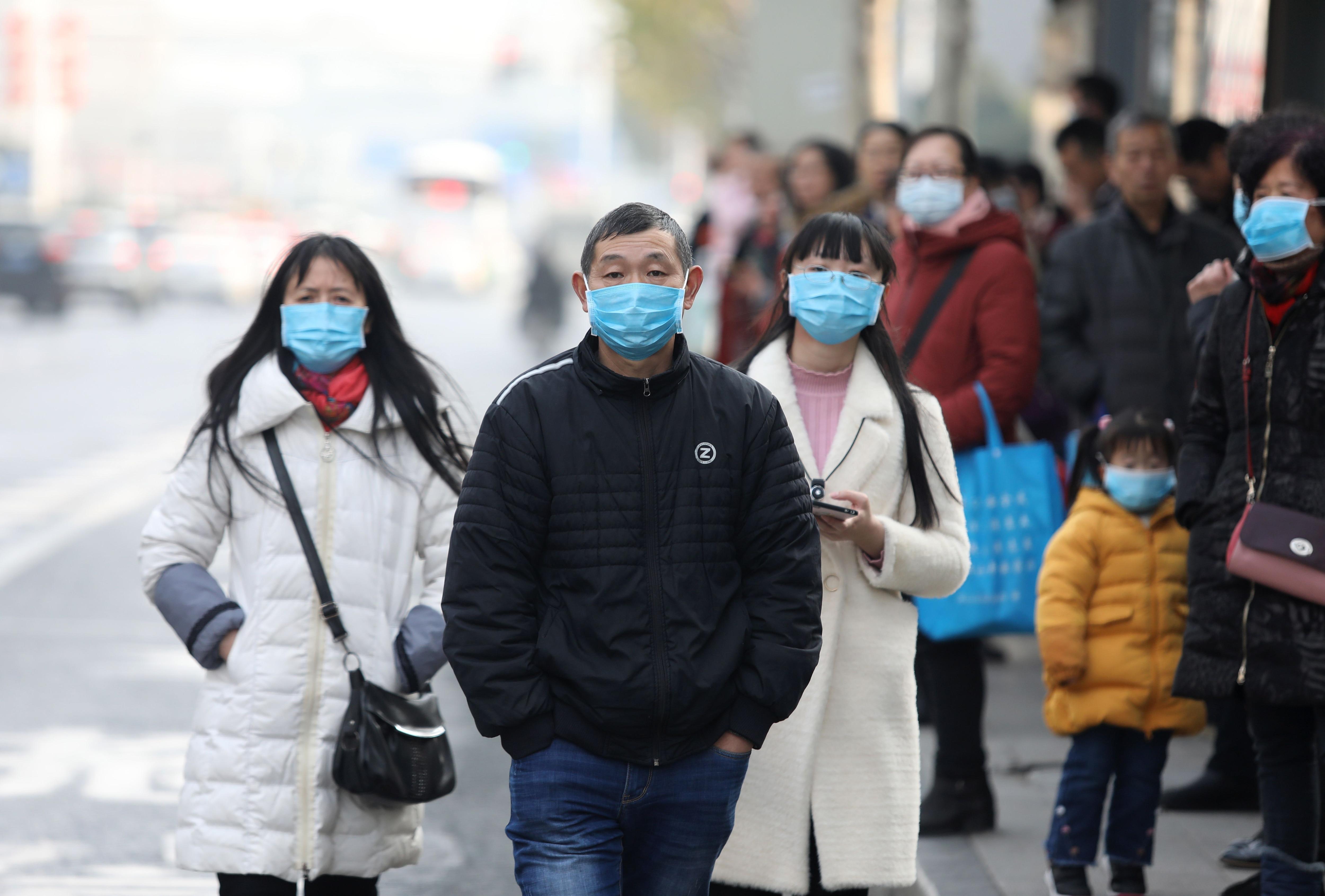 Los mercados de animales silvestres y domésticos en Wuhan, China, han sido señalados como potenciales fuentes de transmisión del coronavirus (EFE/EPA/STR/Archivo)