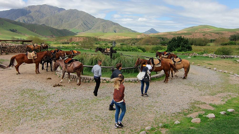 Los visitantes pueden realizar cabalgatas, senderismo y otras propuestas de turismo activo.