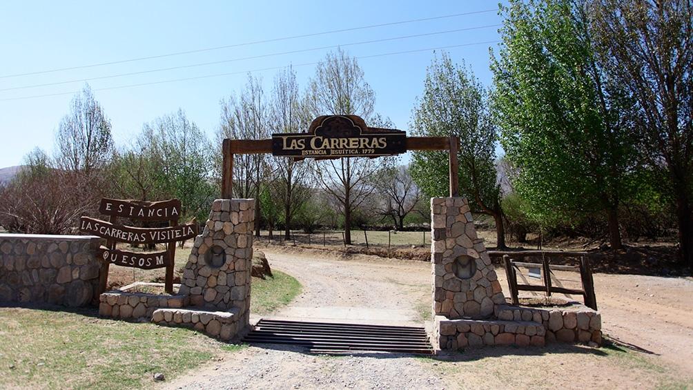 Las Carreras ofrece a los visitantes recorrer la quesería, conocer el proceso, y probar el producto final.