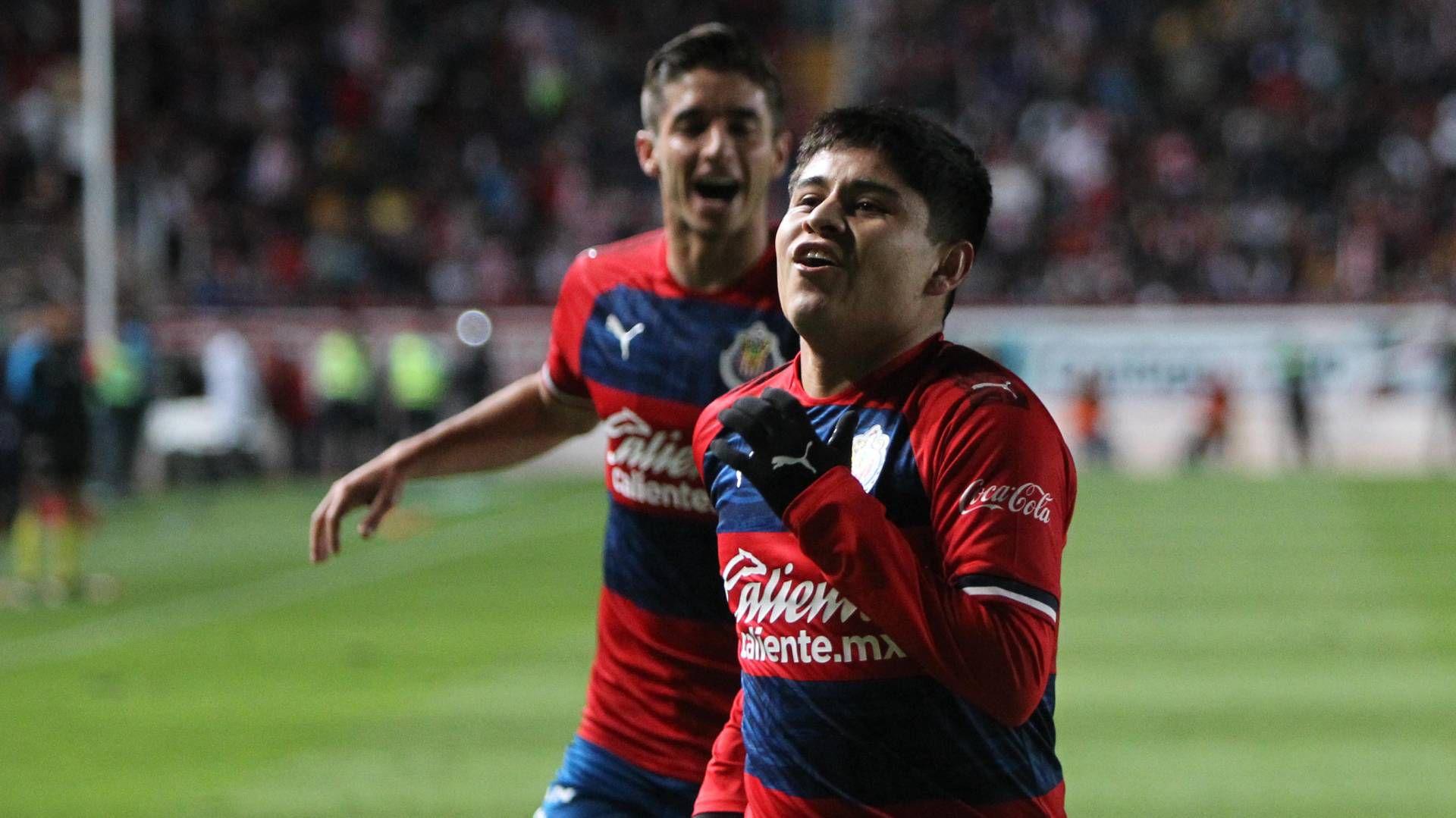 La Chofis López puso al frente a las Chivas de Guadalajara con un golazo (Foto: Twitter @Chivas)