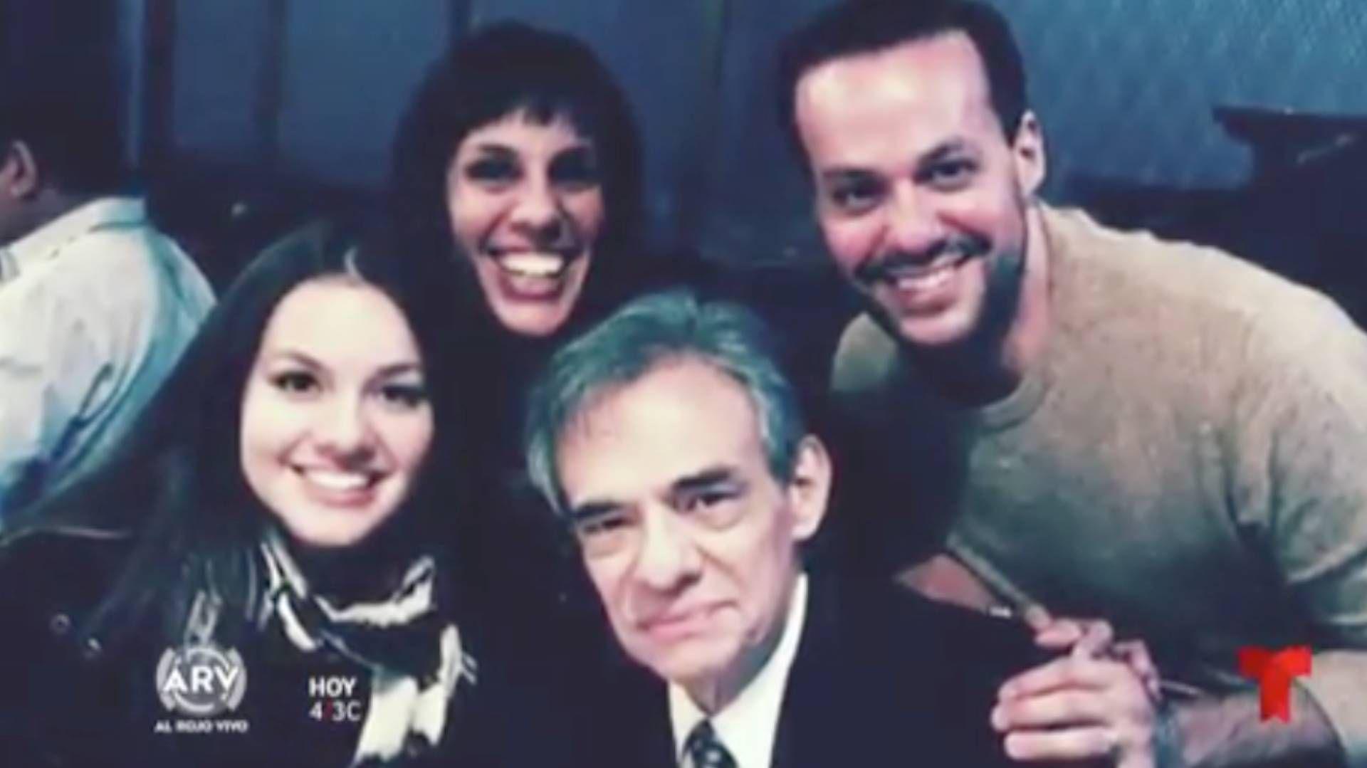 José José con sus hijos José Joel, Sarita y Marysol Sosa (Foto: Telemundo)