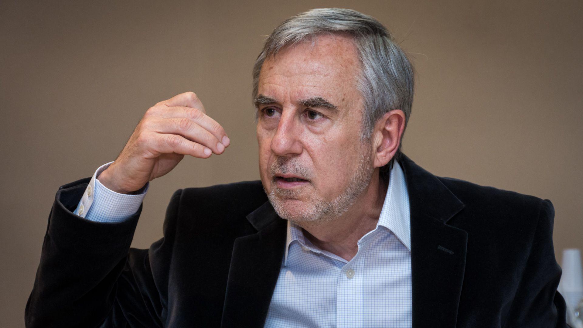 """Para el economista Juan Luis Bour, de FIEL """"probablemente se termine informalizando a más gente mientras se está esquivando el verdadero problema que es la falta de empleo"""" (Martín Rosenzveig)"""