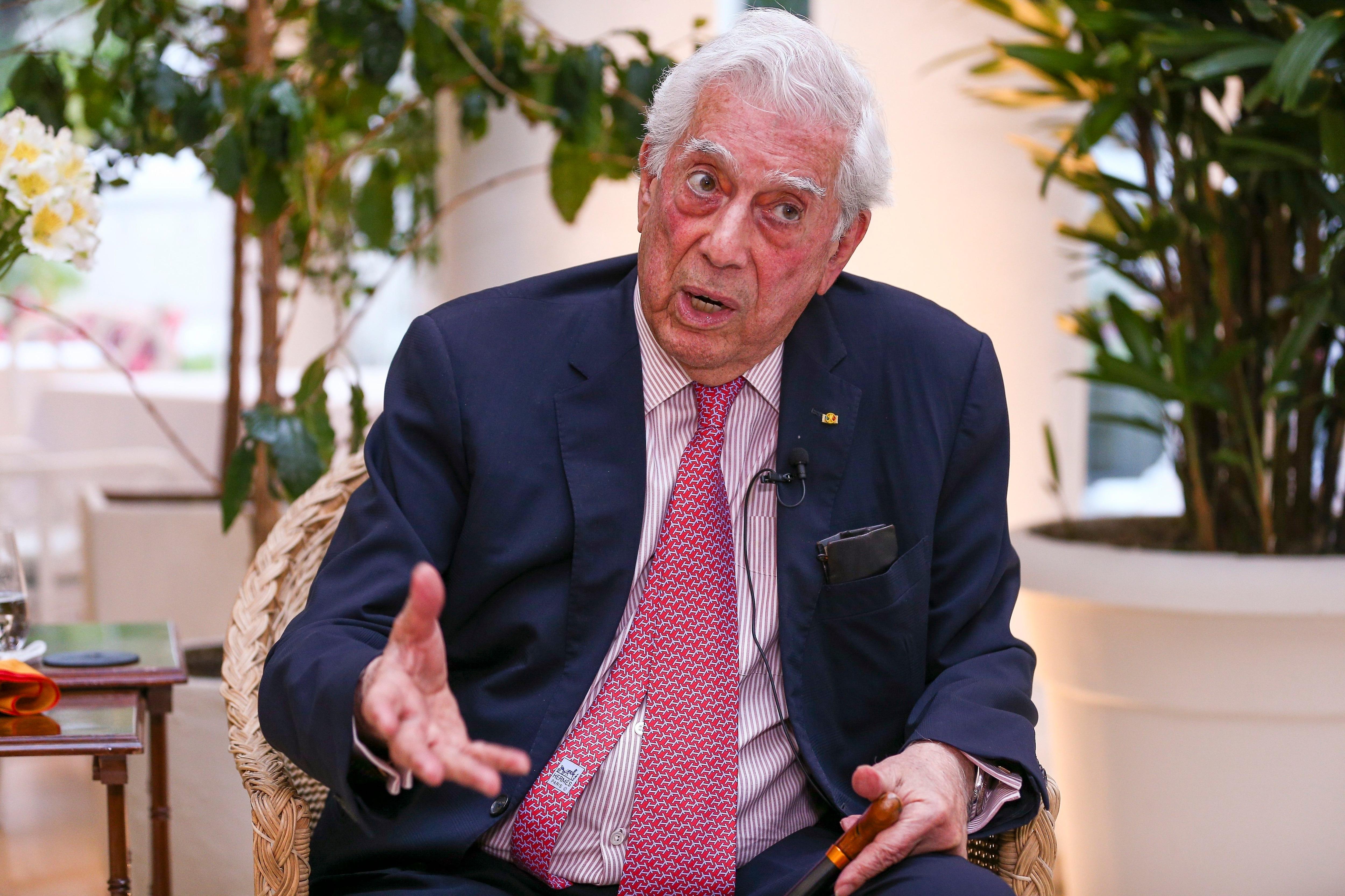 El literato hispano-peruano Mario Vargas Llosa habla durante entrevista con Efe el 27 de septiembre de 2021, en Quito (Ecuador). EFE/José Jácome