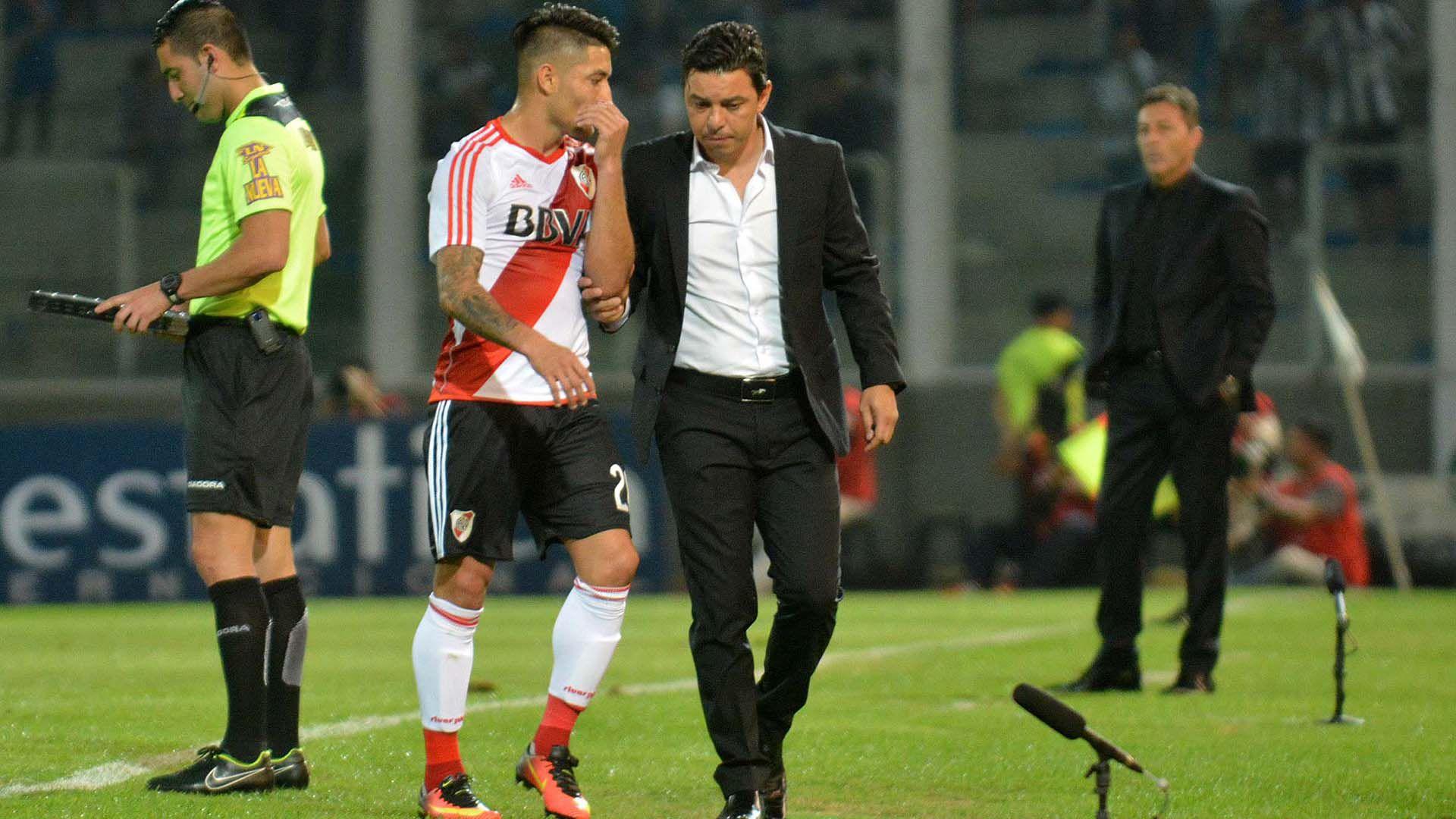 Hasta sus propios jugadores comparan a Medina con Gallardo y algunos apuestan a que debería ser el técnico de River cuando parta el Muñeco, quien dirigió al Cacique en Uruguay (Télam)