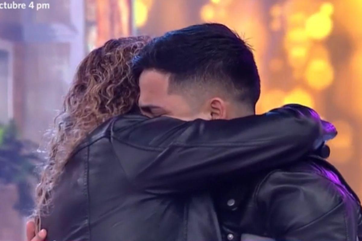 Zaida Estrella sorprendió a su hijo en el programa En boca de todos. (Foto: Captura América TV)