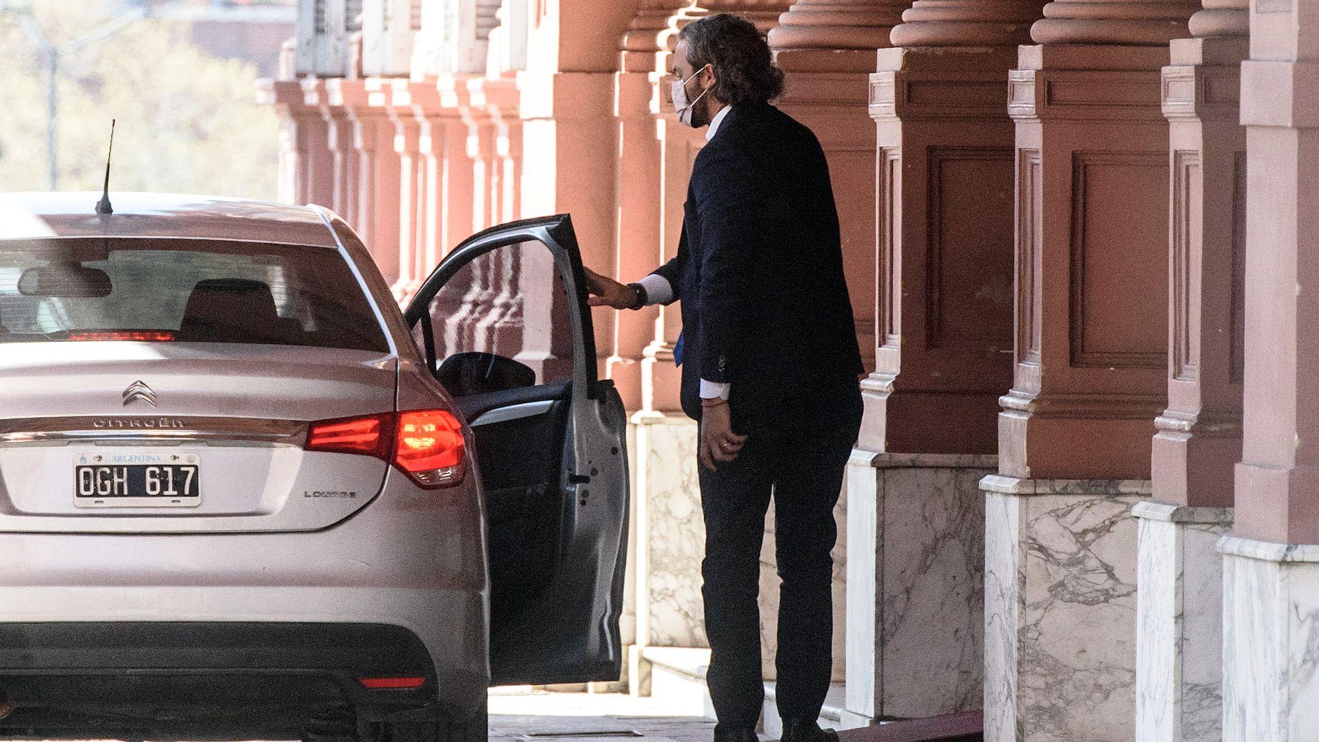 Cecilia Todesca y Santiago Cafiero entrando a la Casa Rosada