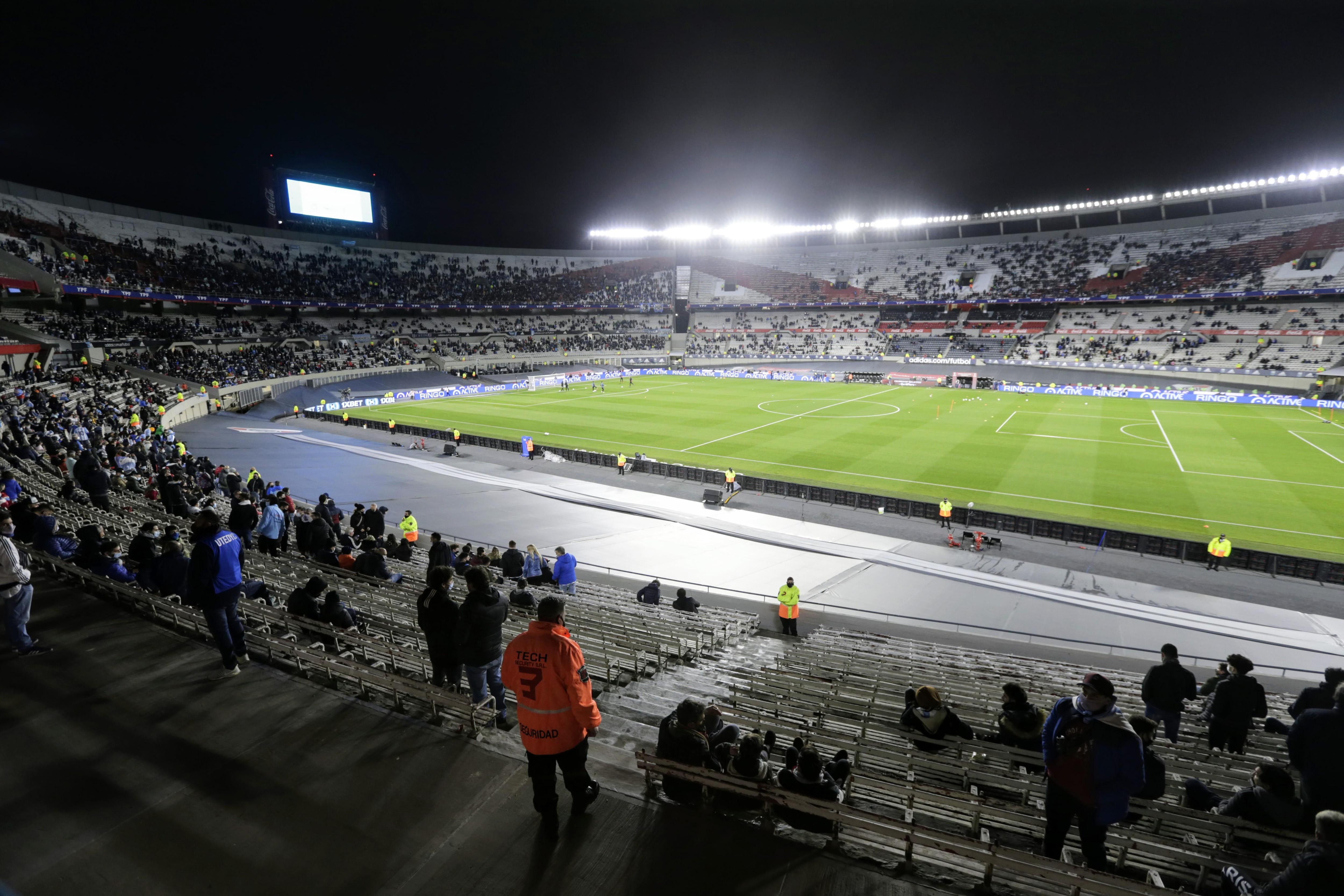 argentina bolivia público monumental