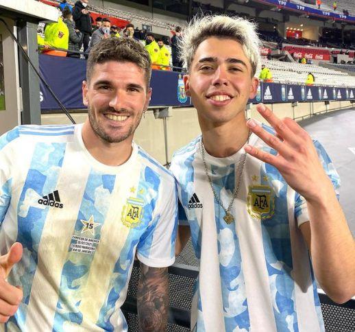 Luck Ra junto a Rodrigo De Paul tras el encuentro de Argentina y Bolivia por Eliminatorias - @luckra
