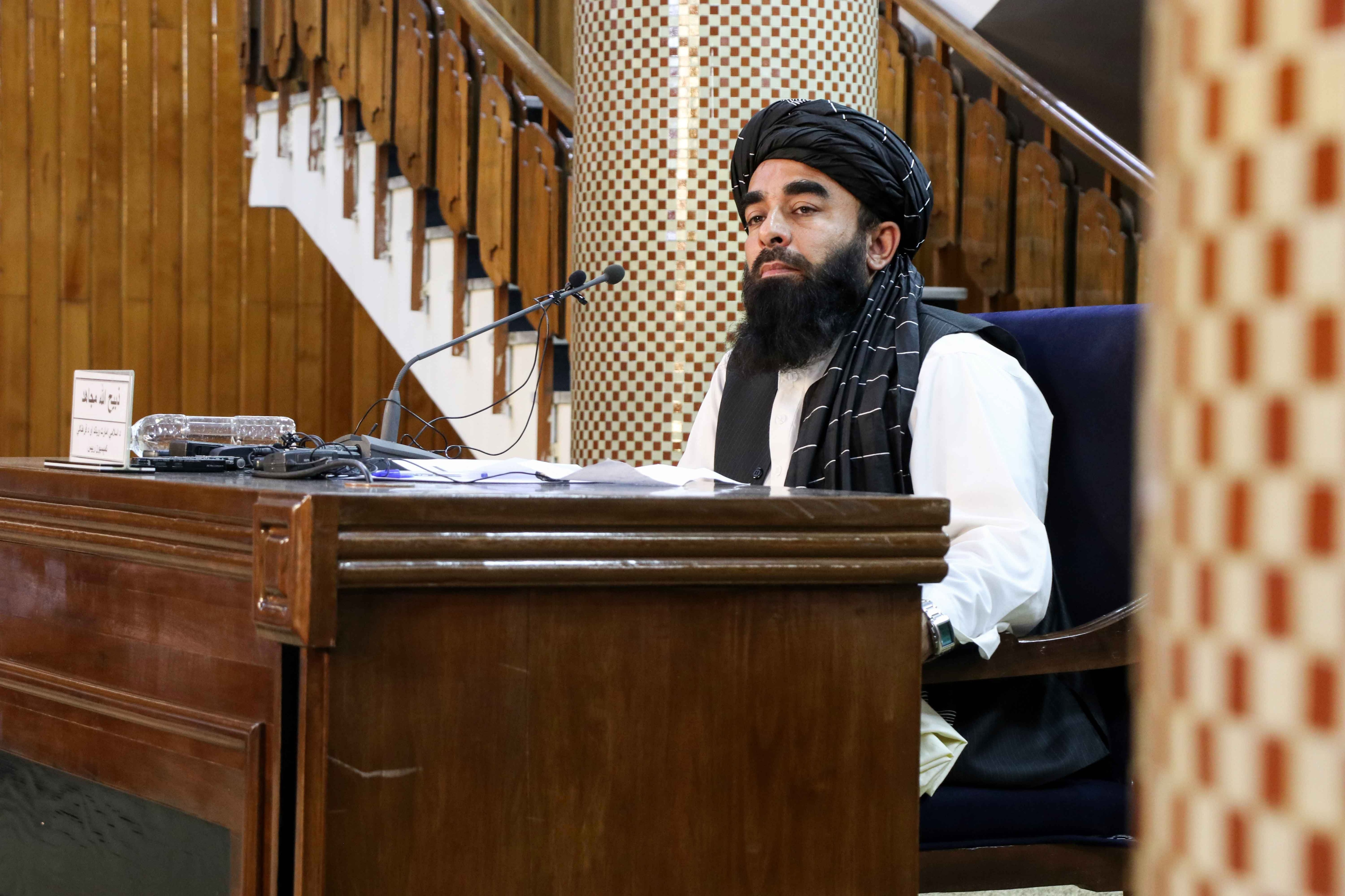 El viceministro de comunicaciones del Gobierno islamista y principal portavoz de los talibanes, Zabihullah Mujahid (Foto: EFE)