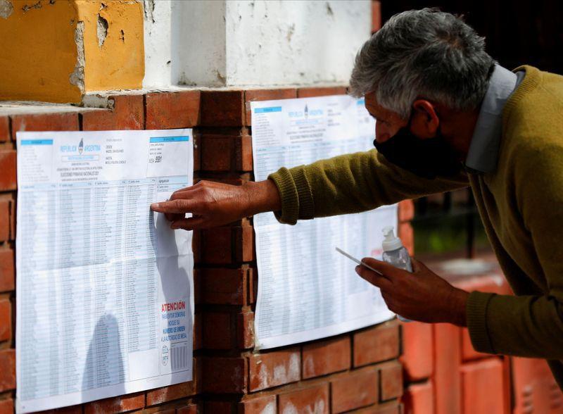 En Ciudad de Buenos Aires aumentó 20 veces la cantidad de personas habilitadas para sufragar y elevó la cifra a 417.000 personas, pero la participación fue del 17% (REUTERS)