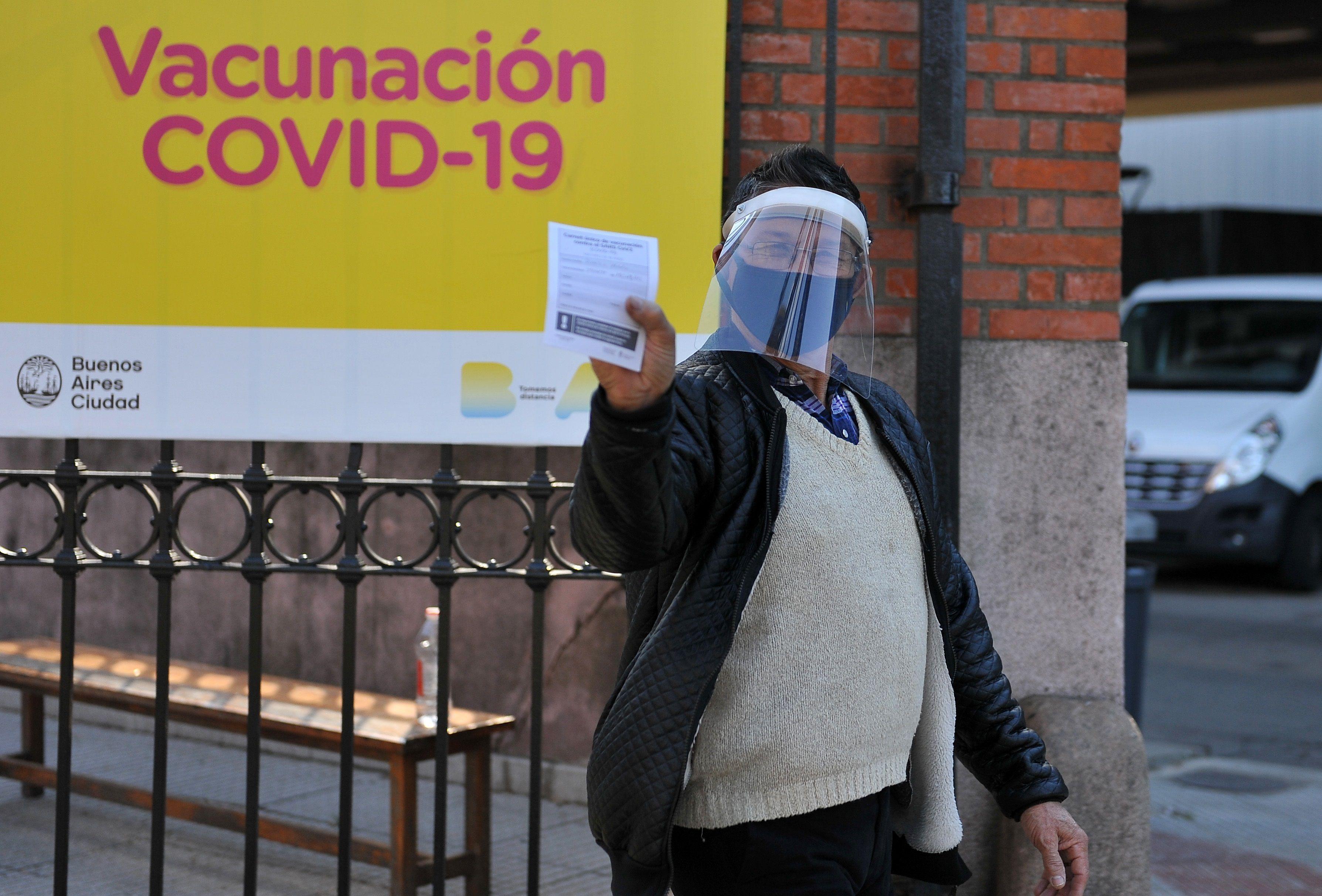 Casi el 50% de la población argentina ya cuenta con dos dosis de la vacuna de COVID-19 (EFE/Enrique García/Archivo)