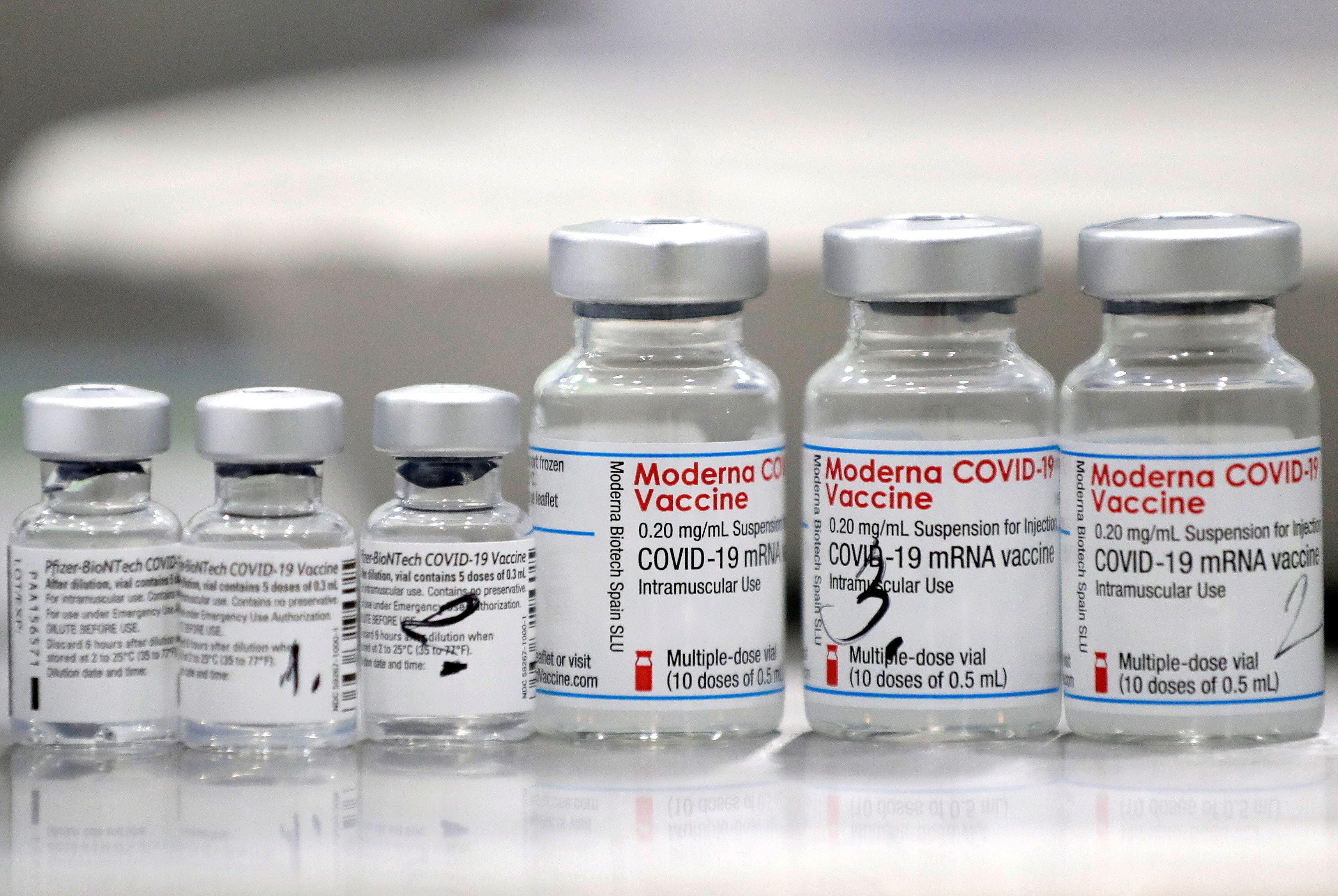 En Argentina ya se había hecho intercambio de vacuna Sputnik V con otra de ARN mensajero, la de Moderna/ REUTERS/David W Cerny/Archivo
