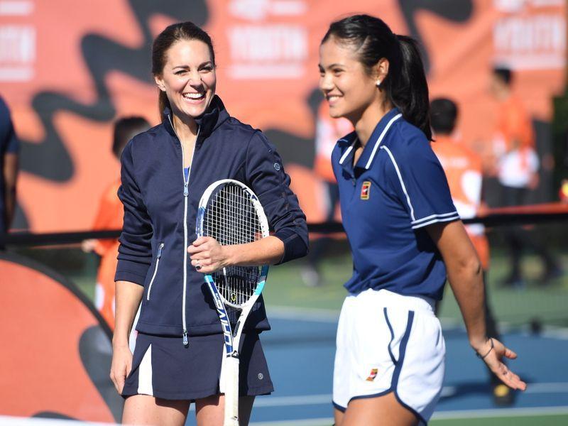 La última aparición de Raducanu fue jugando junto a la Duquesa de Cambridge en Roehampton (Foto: REUTERS)
