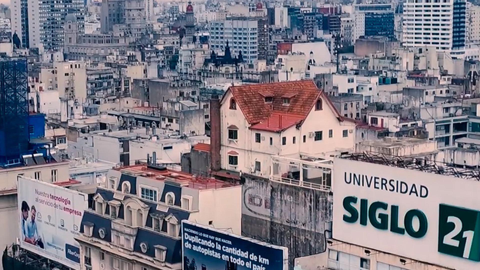 chalet arriba de un edifico de la 9 de julio