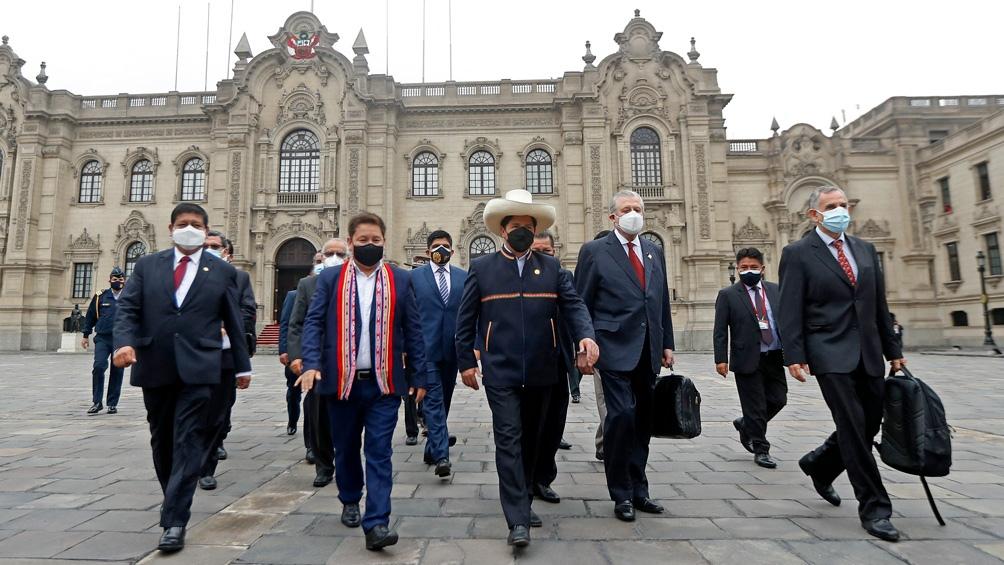 Bellido quiere nueva Constitución, con o sin el apoyo del presidente Castillo. Foto: AFP